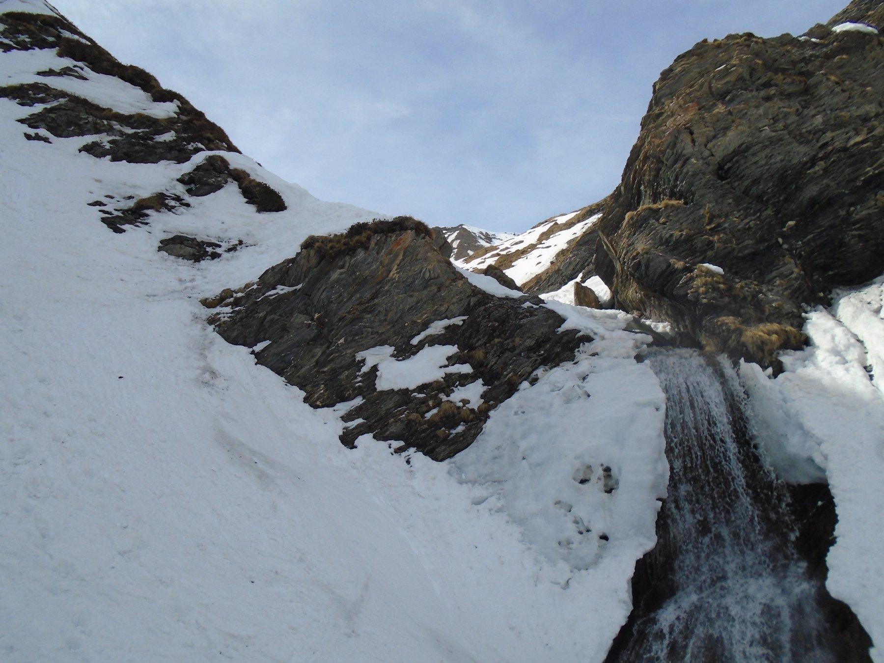 Passaggio un pò rognoso a sx della cascata