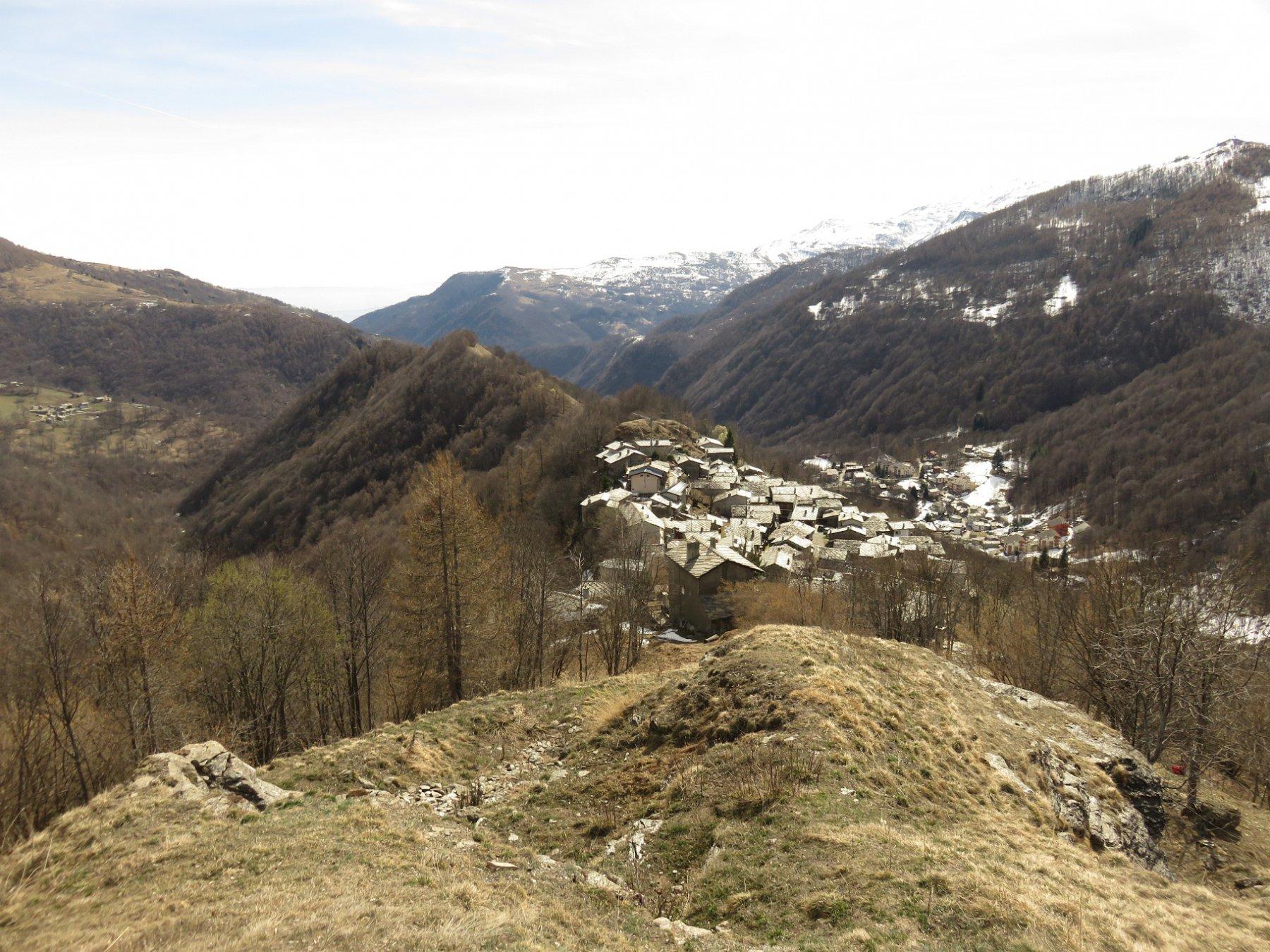 Frazione Borgo dal sentiero