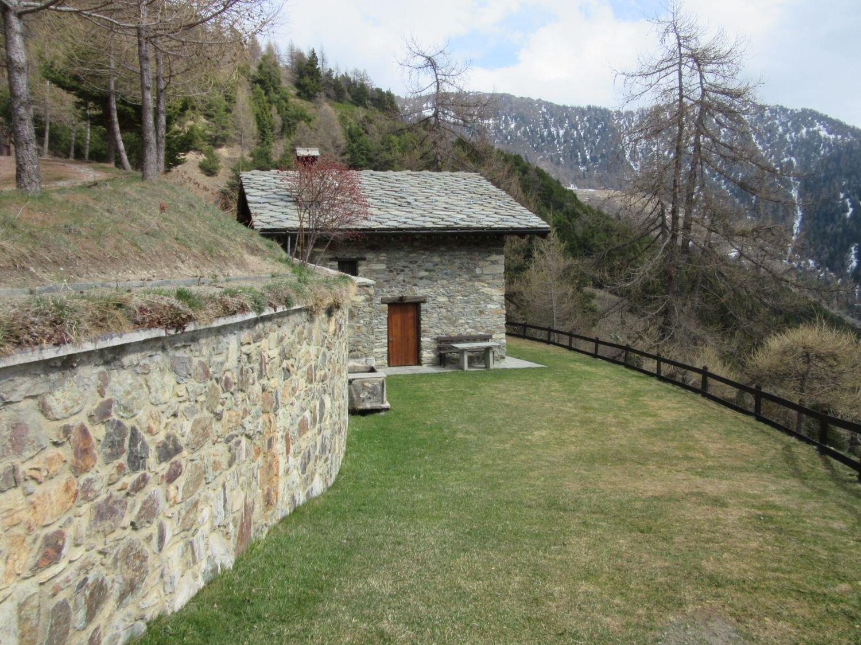 La bella Alpe a q. 1750 ca dove in discesa si prende il sentiero 1