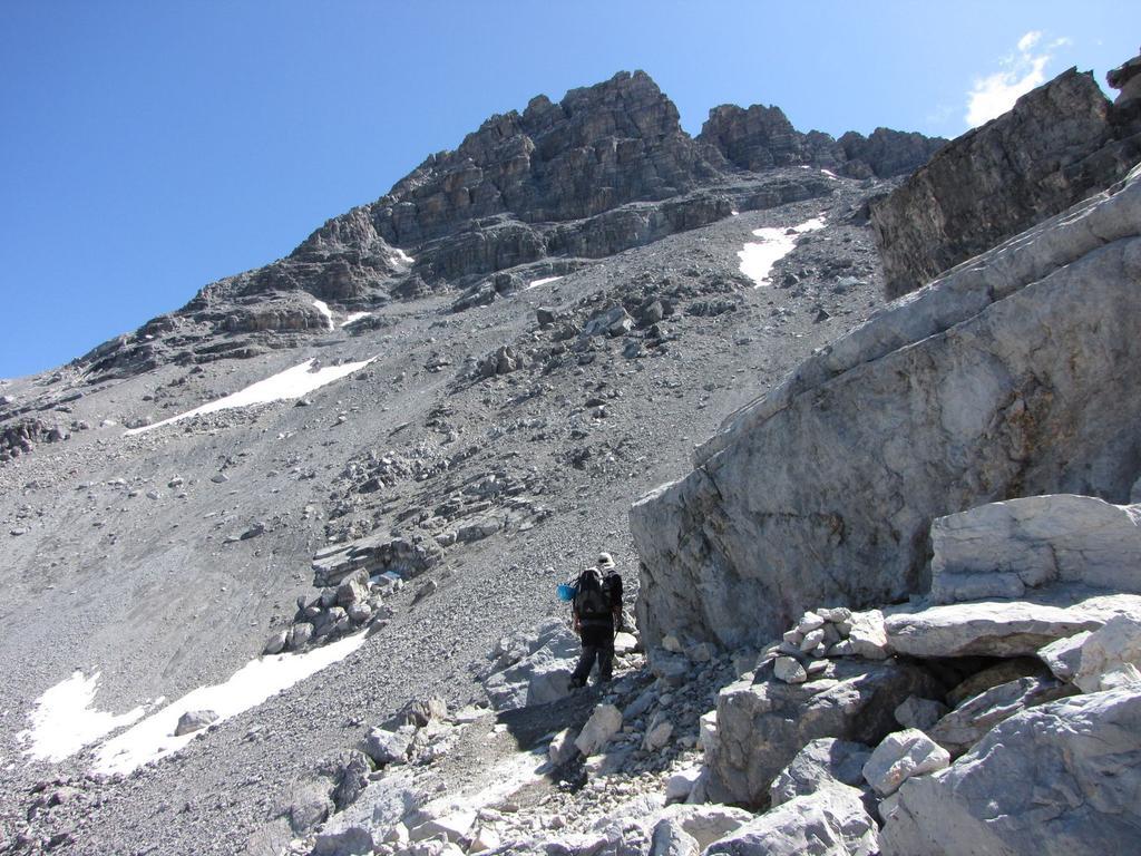 Davide sale verso il Col des Portes (19-7-2009)