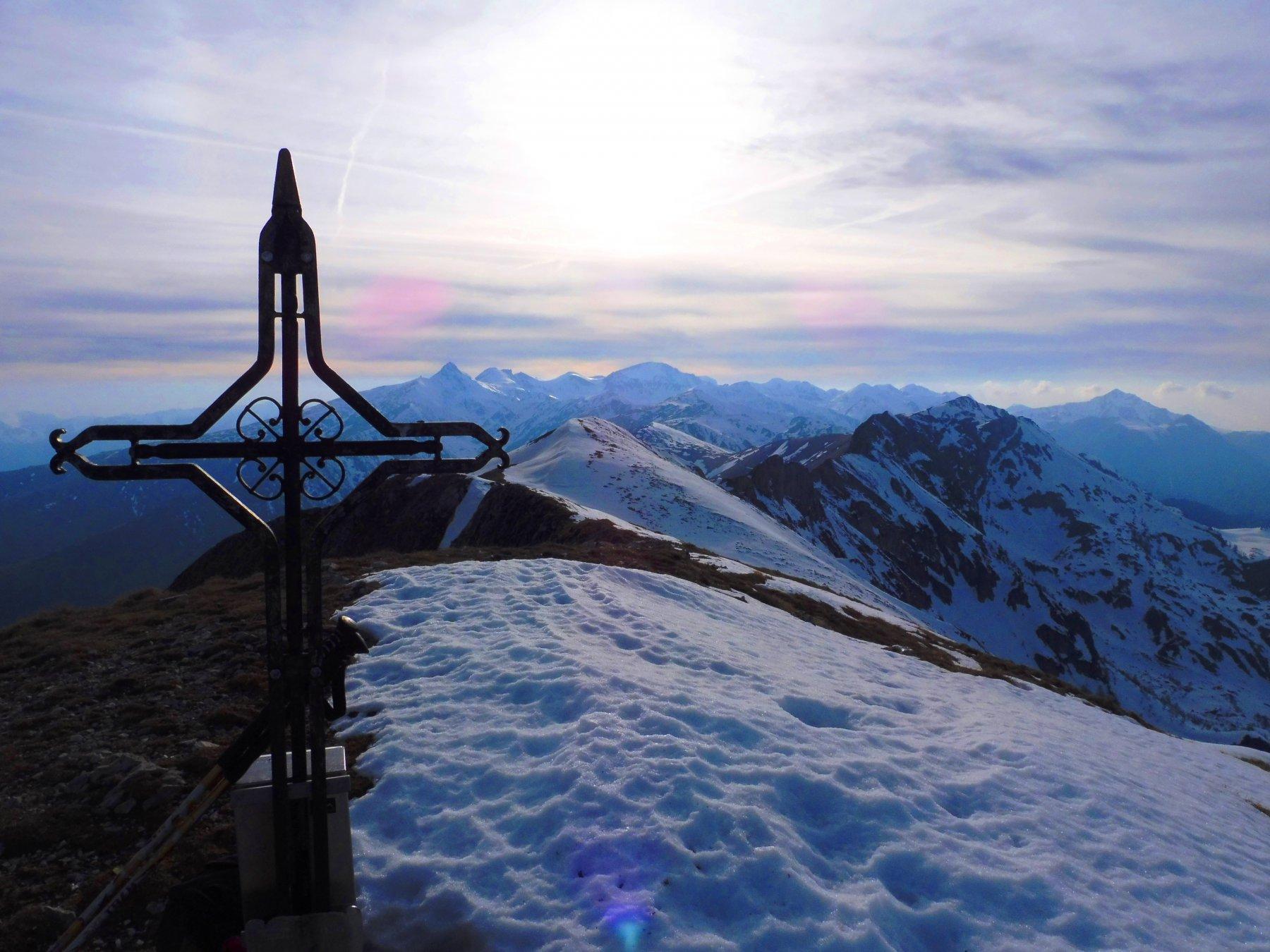 In cima guardando verso il Mongioie