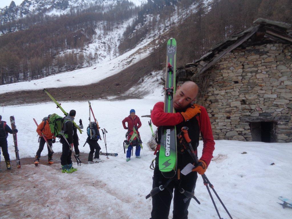 si mettono gli sci; Marco