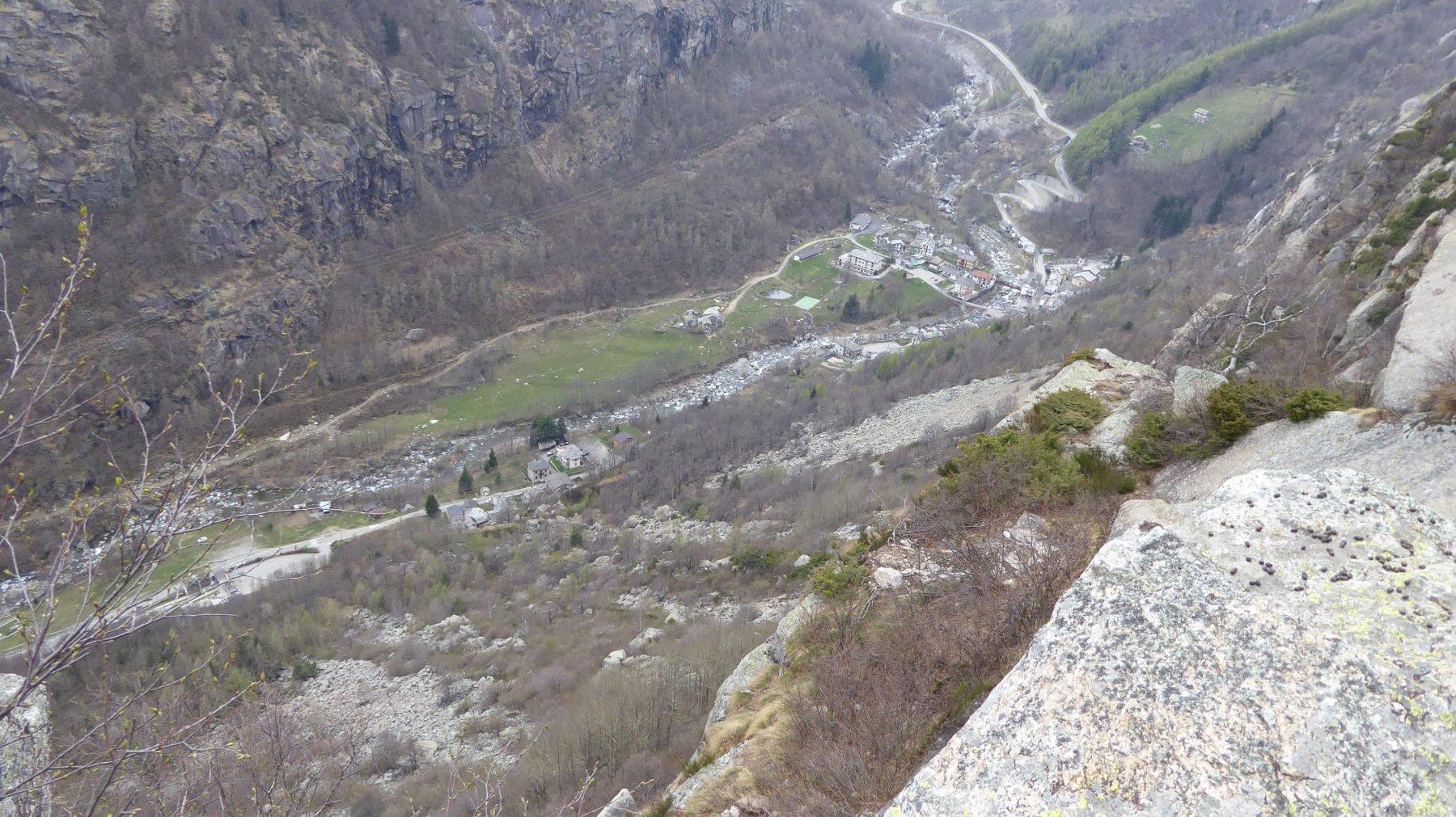 Il cimitero è in basso a sinistra