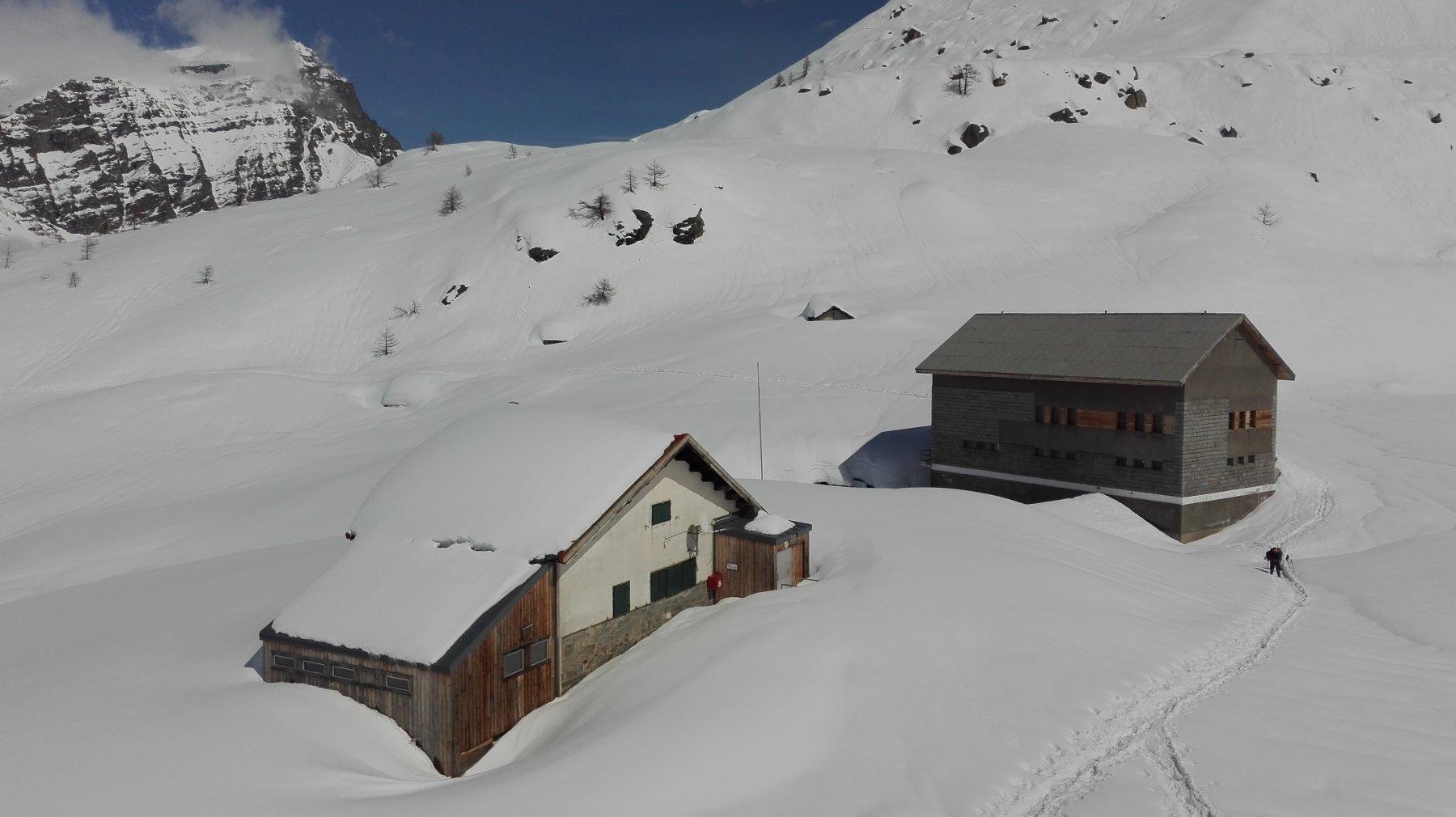 Il rifugio immerso nella neve