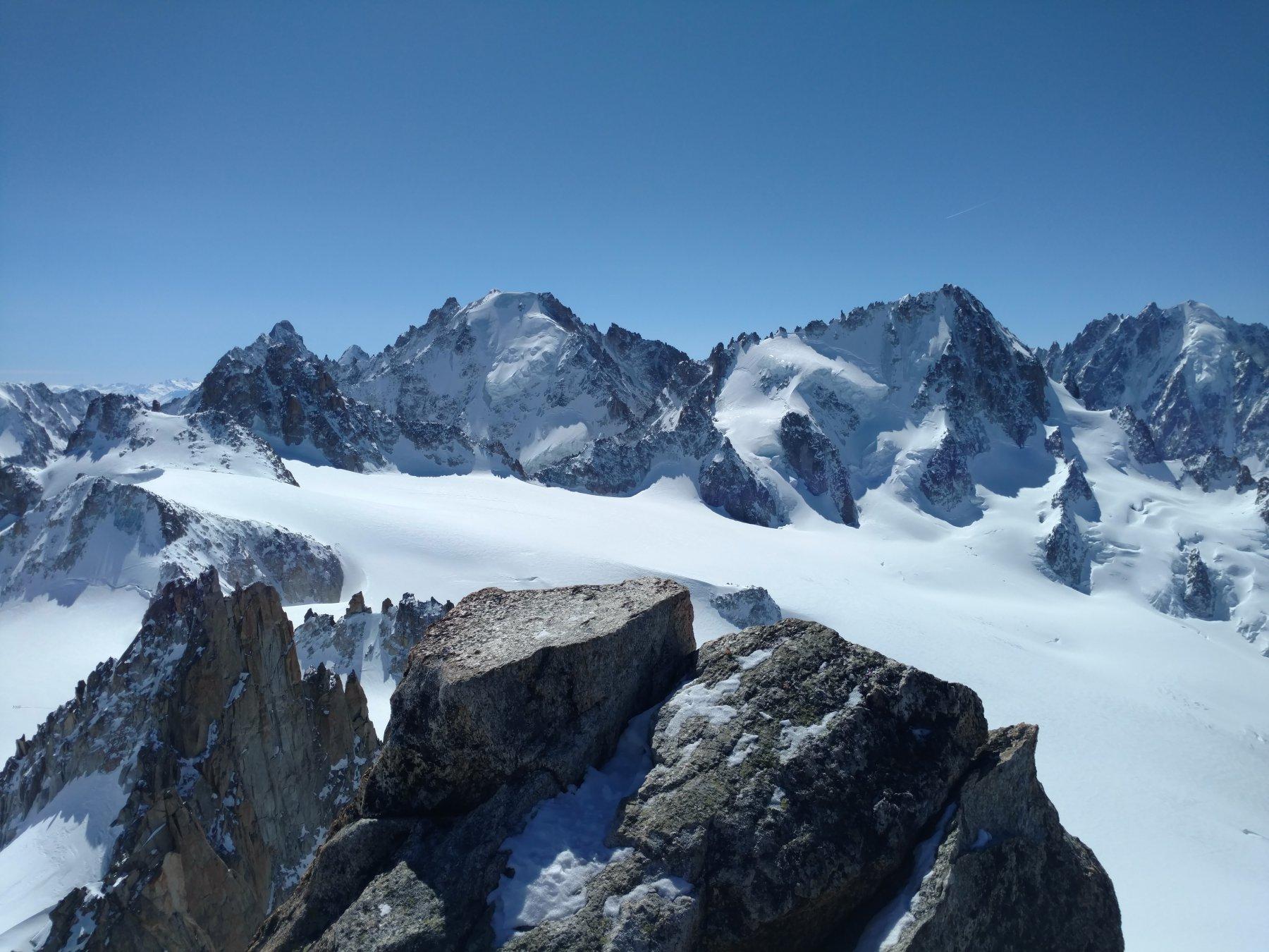 In cima all'A. du Tour vista spaziale