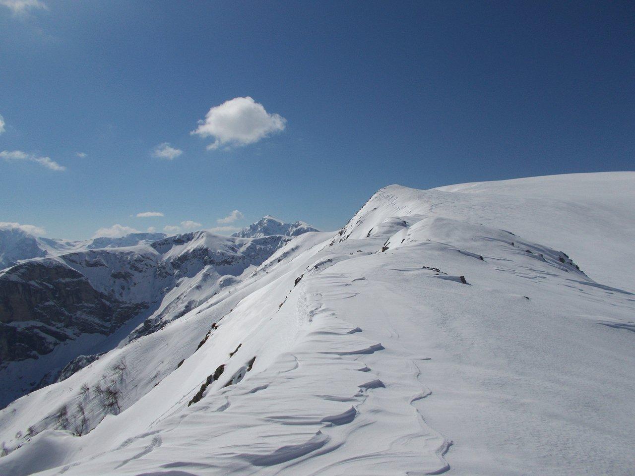 neve ventata sulla cresta di salita