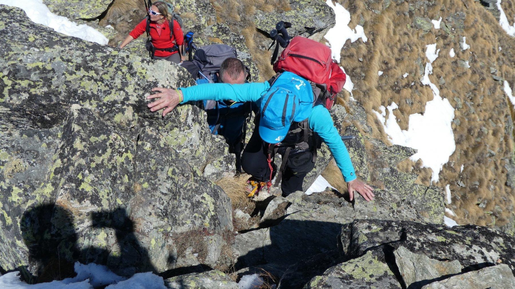 qualche passaggio di facile arrampicata lungo la cresta