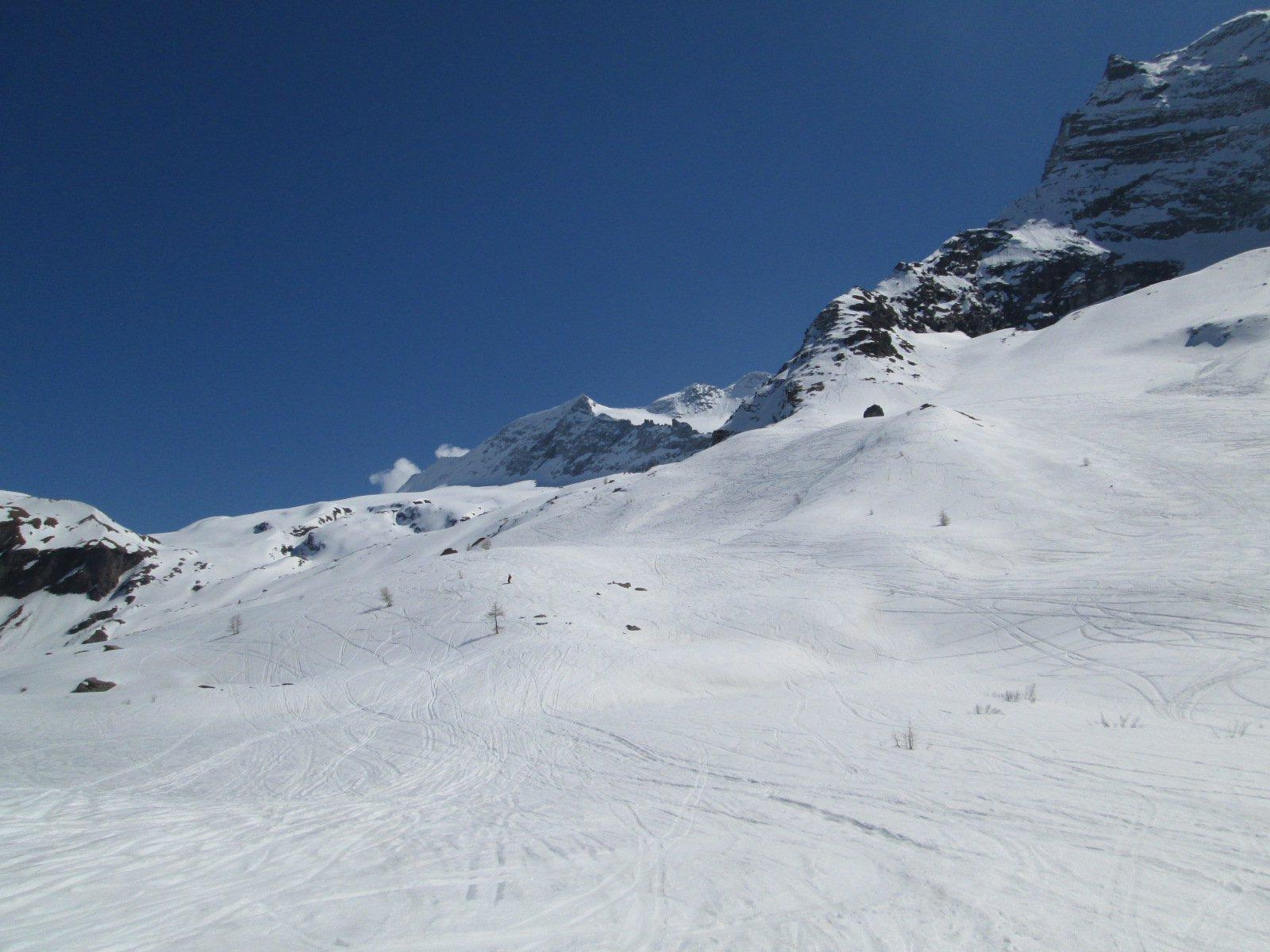 ultimi pendii sopra l'Ospizio, ancora con bella neve primaverile