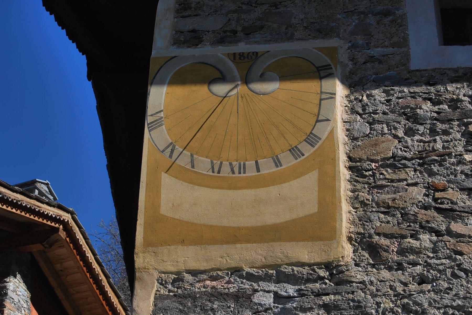 Puntualità svizzera: arrivo alle 09:30, ora (solare) di Charvaz