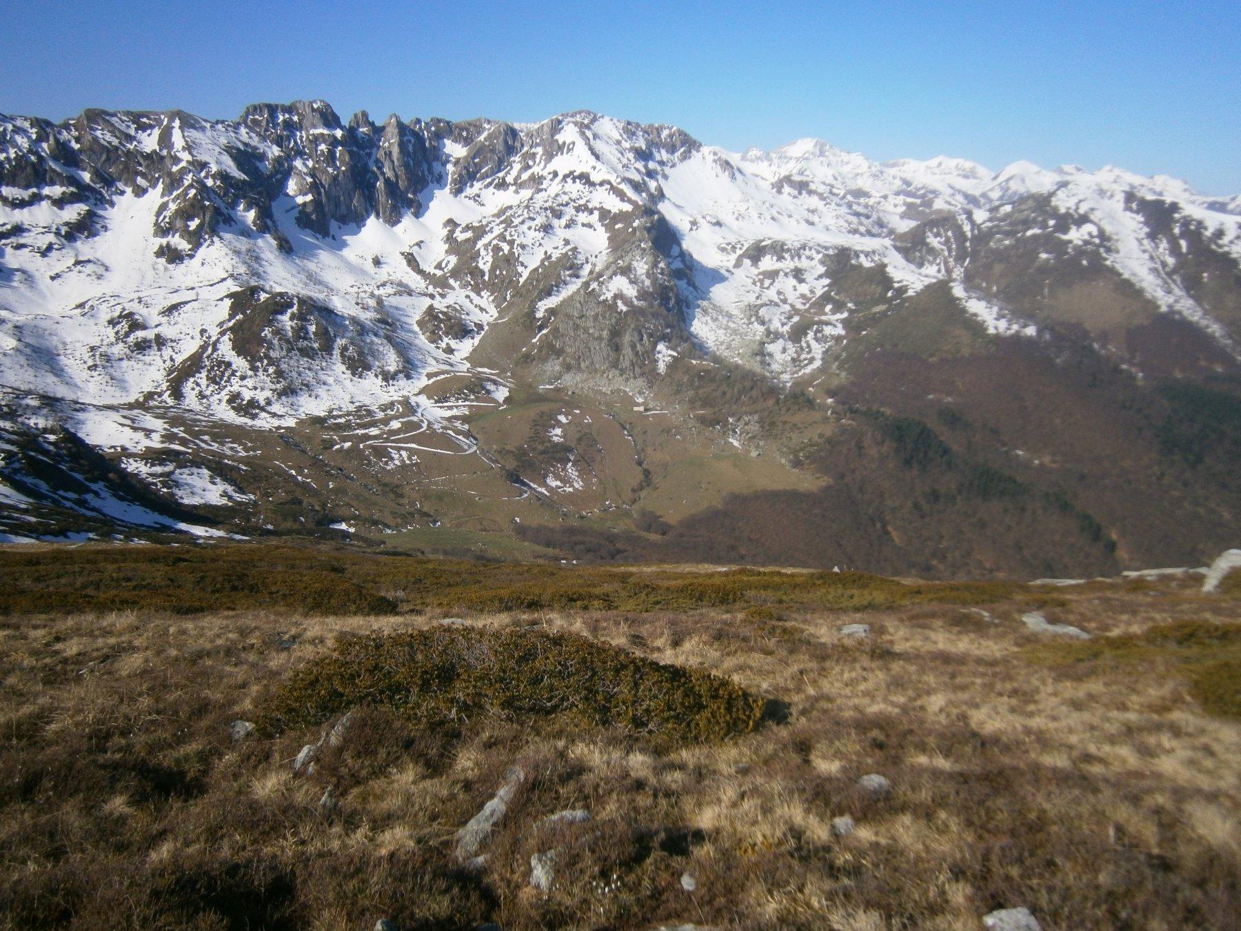 Alpe di Perabruna e rif Manolino dal m. Mussiglione
