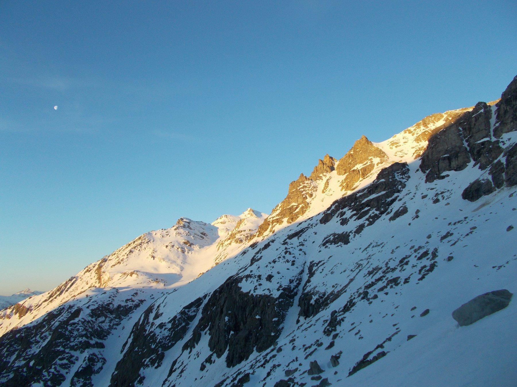 tutta in neve la salita al Blais all'alba..