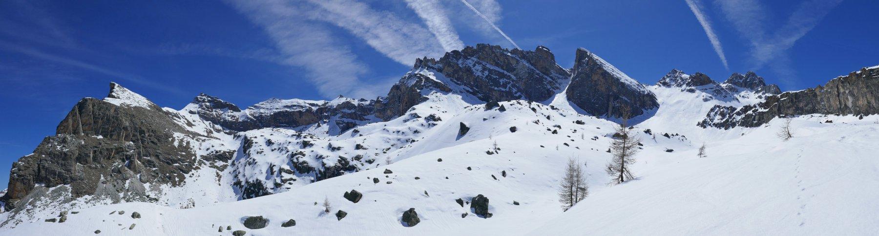 Scendendo nel vallone Camosciera bella vista dal Pelvo d'Elva alla Marchisa