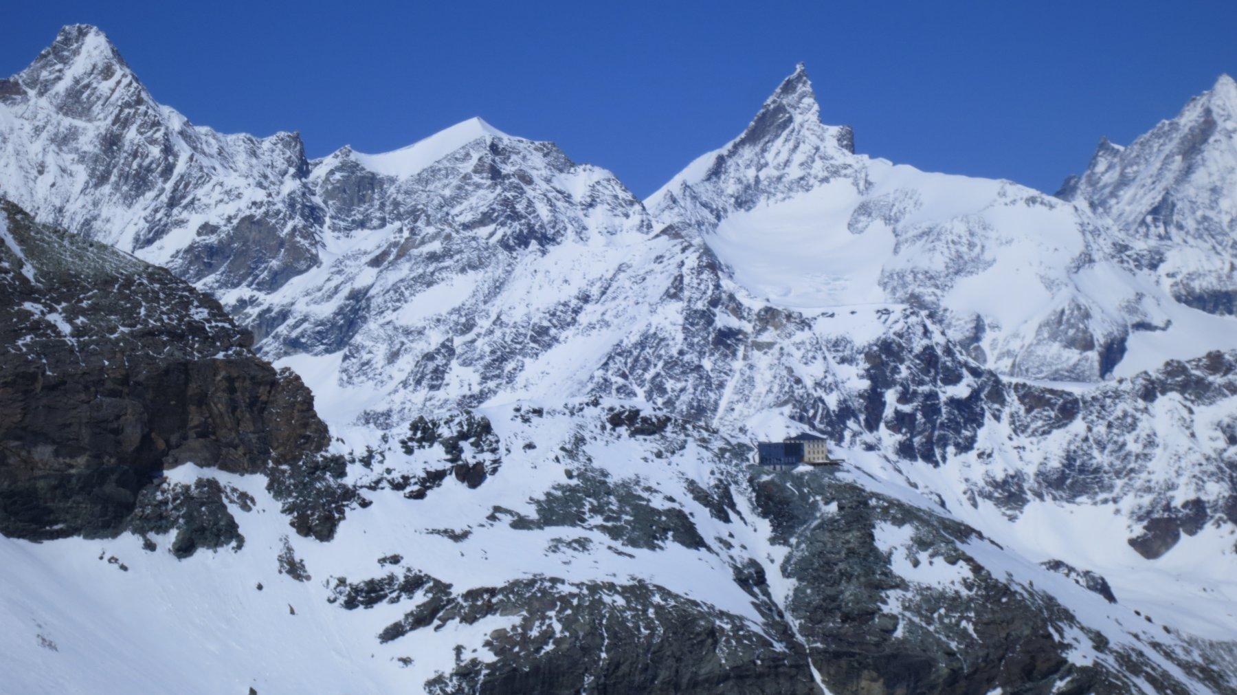 la Hörnlihütte, appoggio del percorso svizzero al Cervino