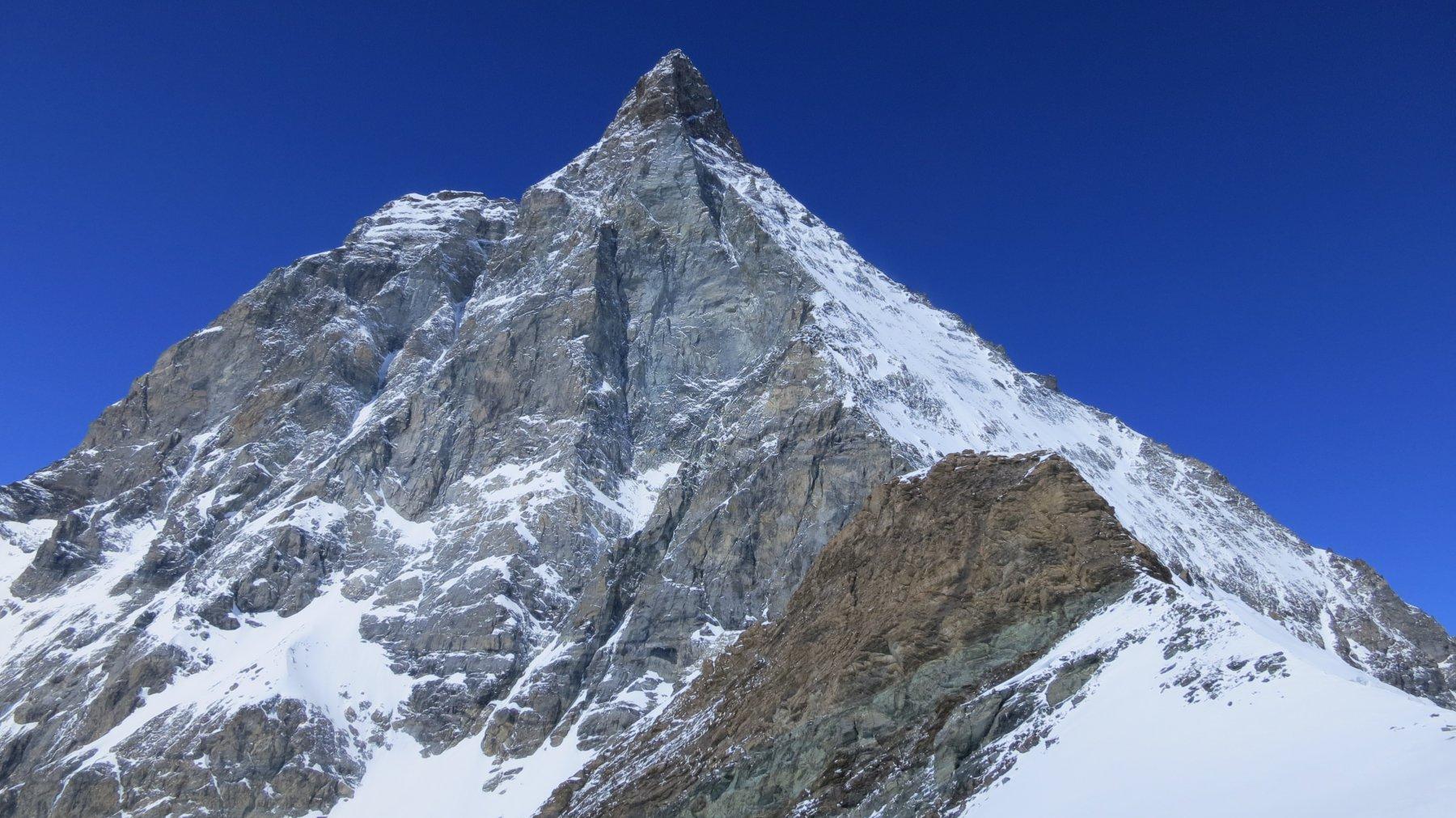 dal colle si vede bene la cresta Furggen del Cervino