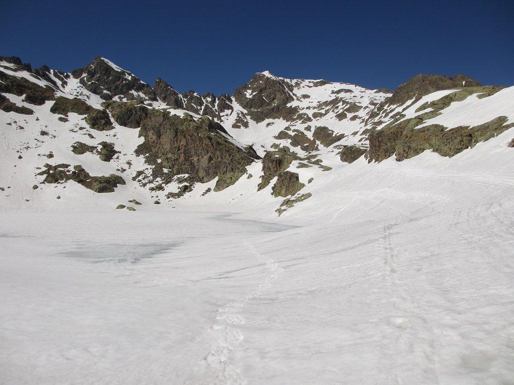 Lago Inf. Lausfer ghiacciato, a sx Corborant poi Gioffredo