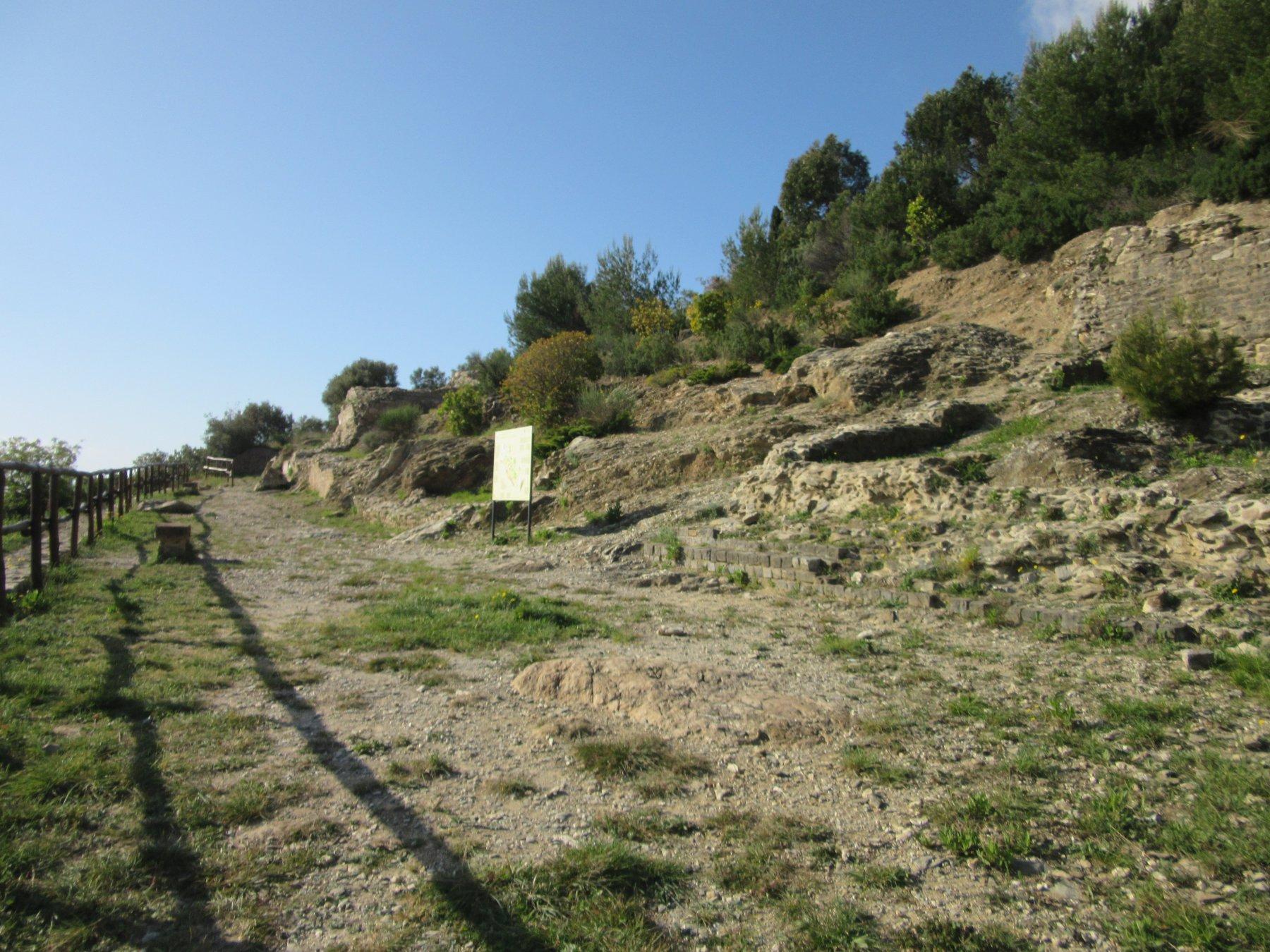 Resti di tombe romane lungo l'antica via romana