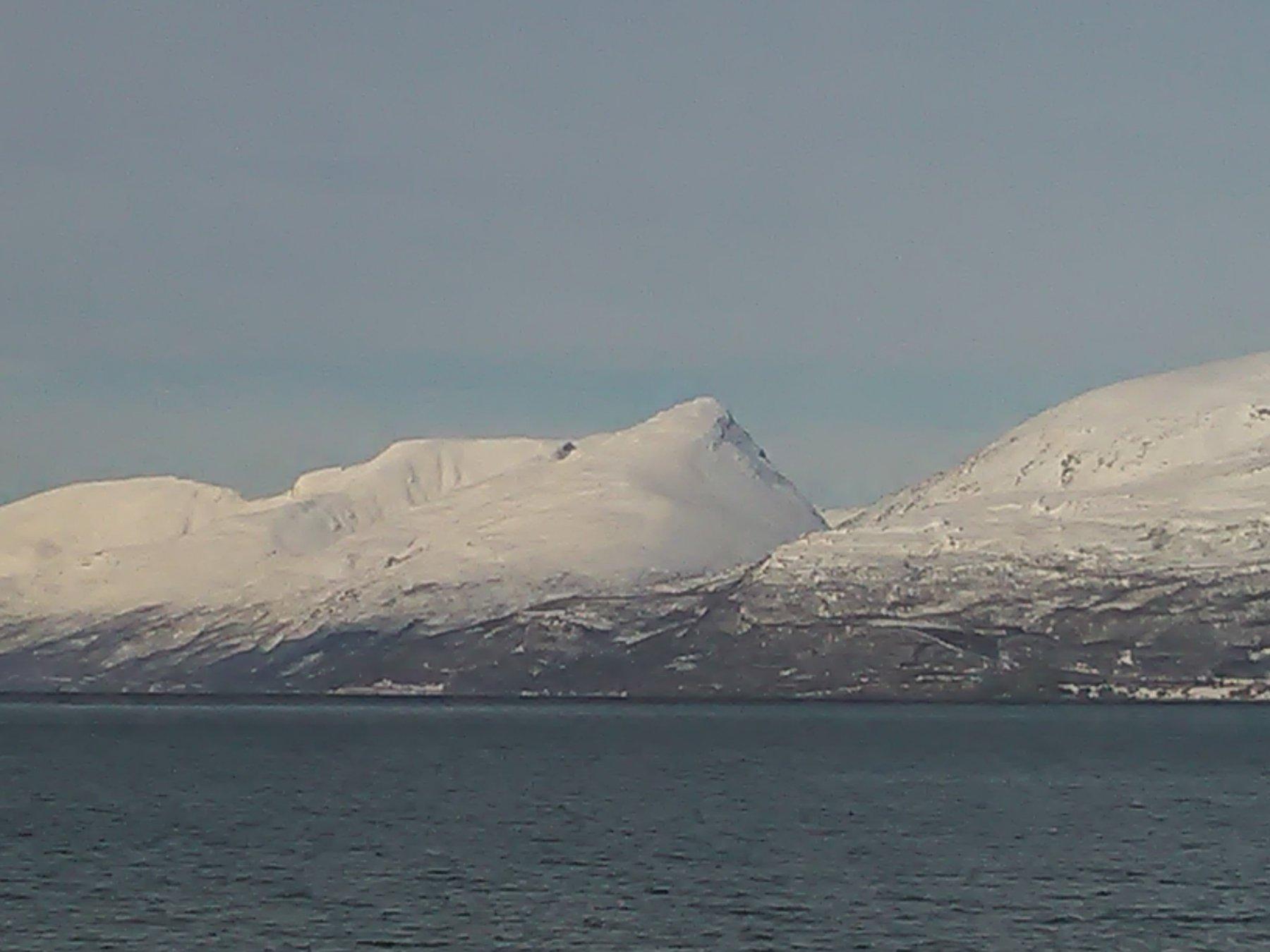 Montagna vista dal traghetto (quella centrale)