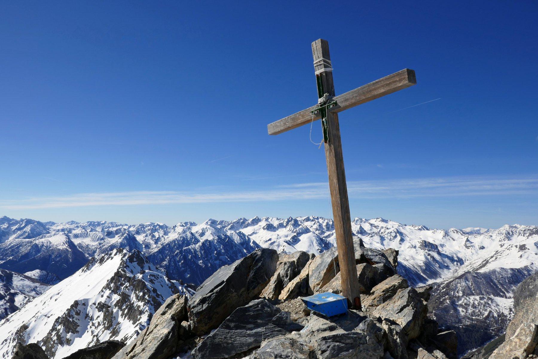 La croce di vetta dell'Oserot