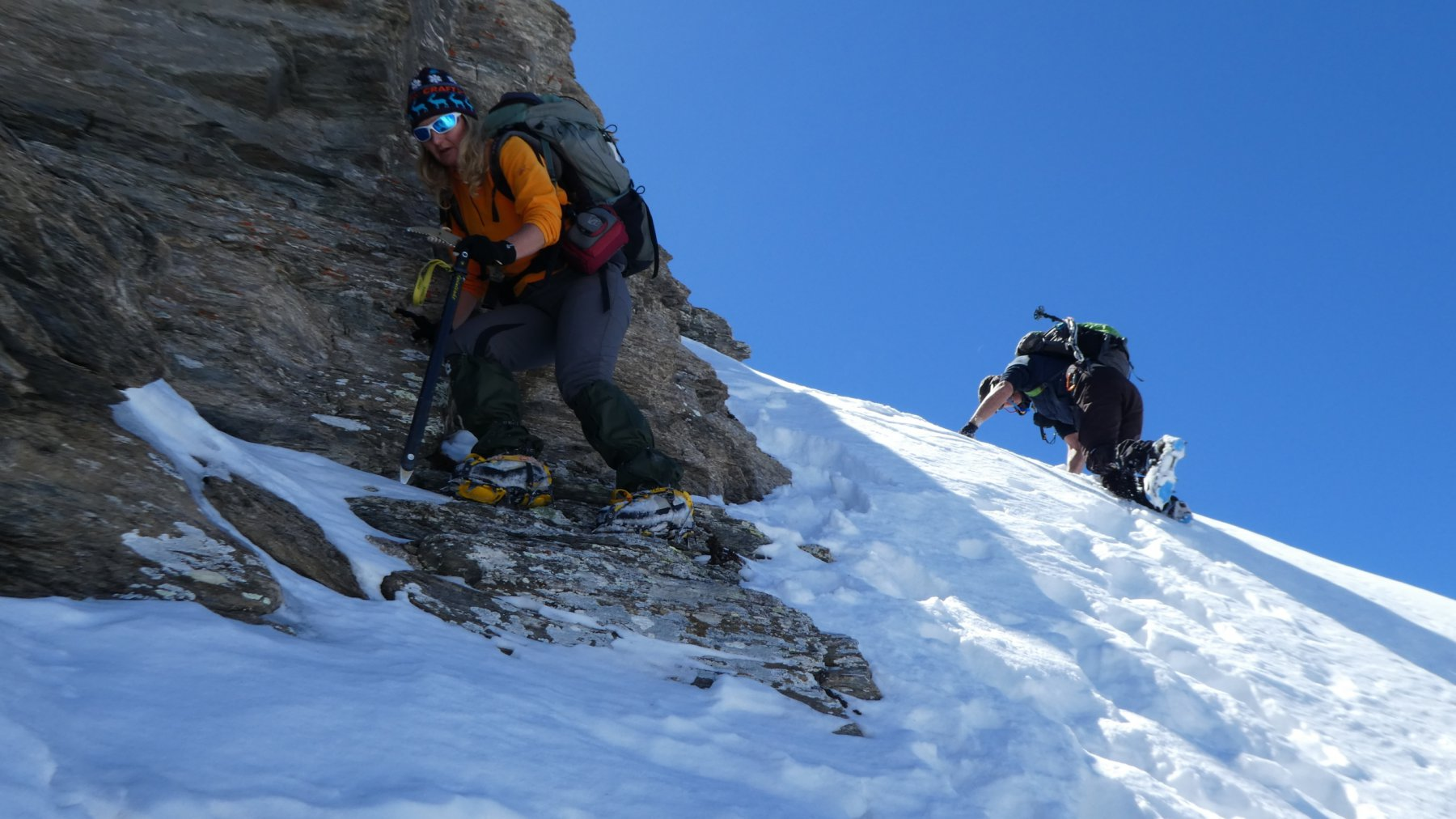 passaggio in discesa su terreno insidioso per arrivare in cima alla Valfredda