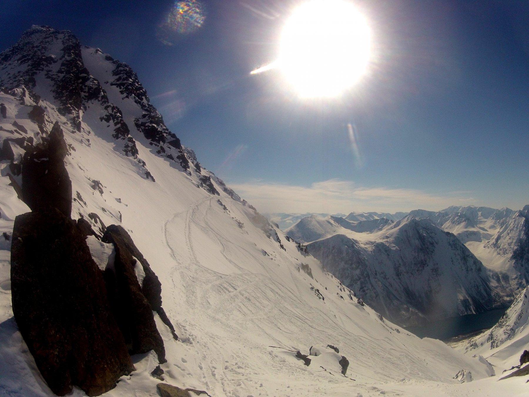 alla base della cresta sommitale, dove si lasciano gli sci