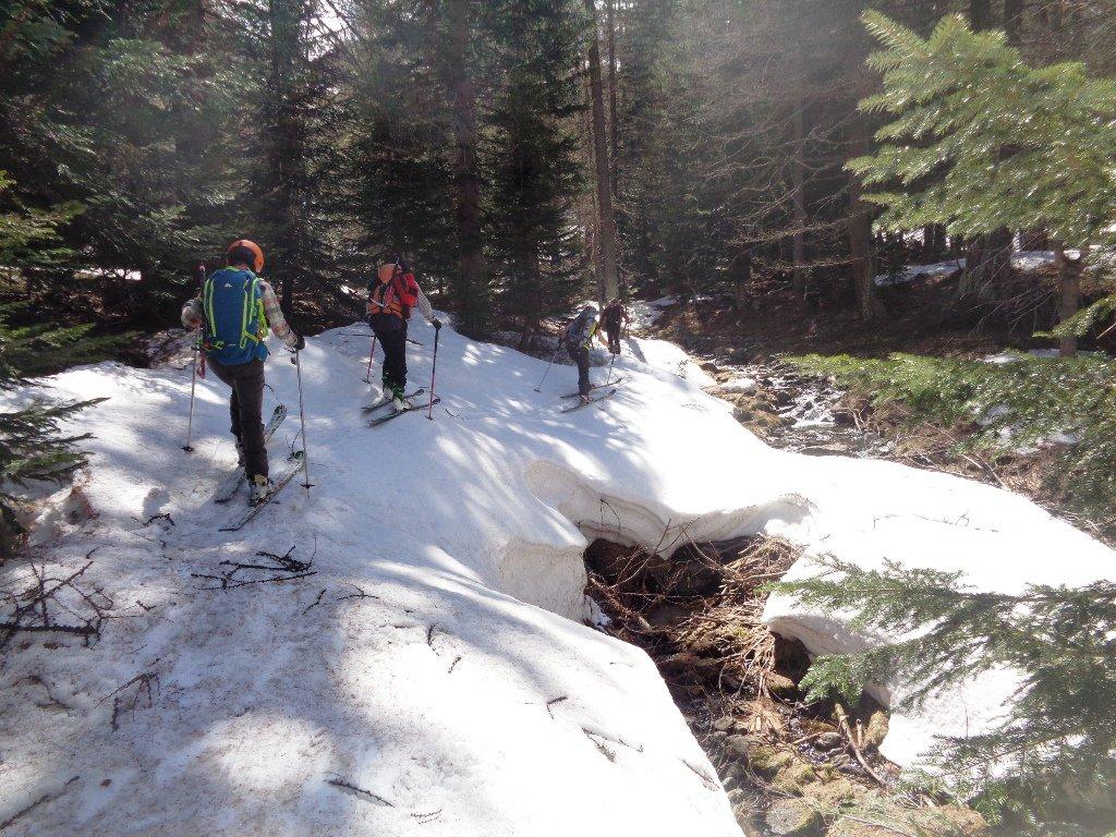 sfruttando le lingue di neve sotto il Laus