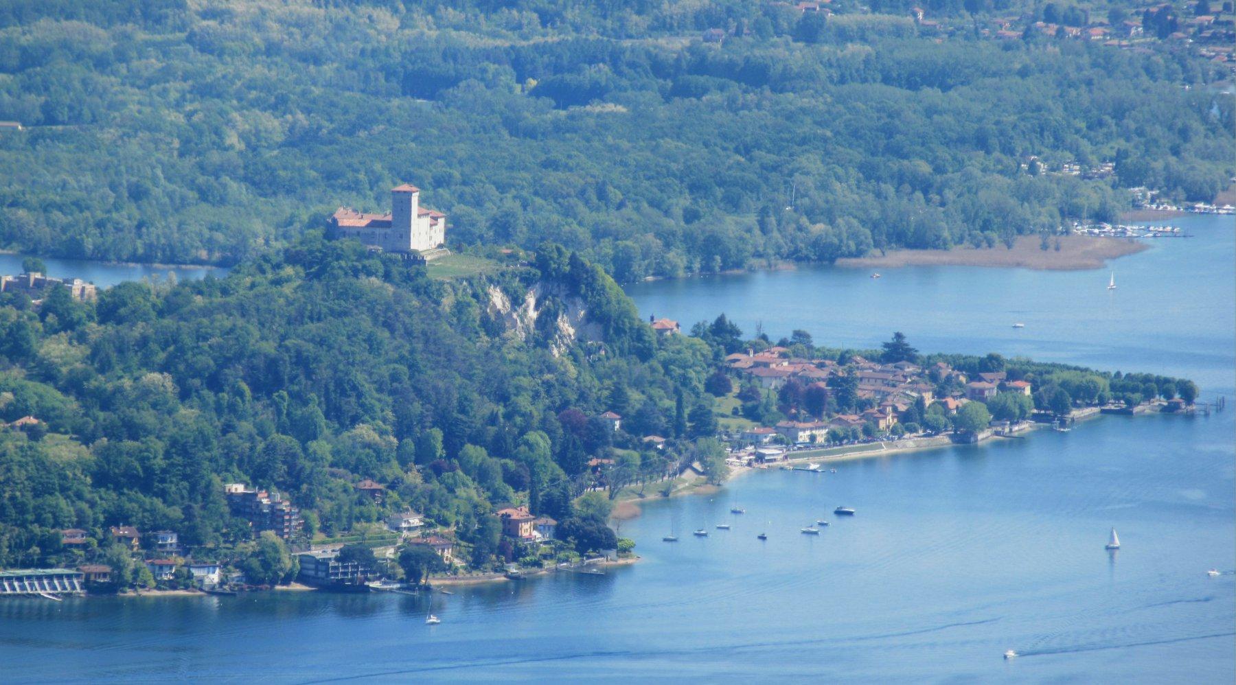 Vista sul Castello di Angera