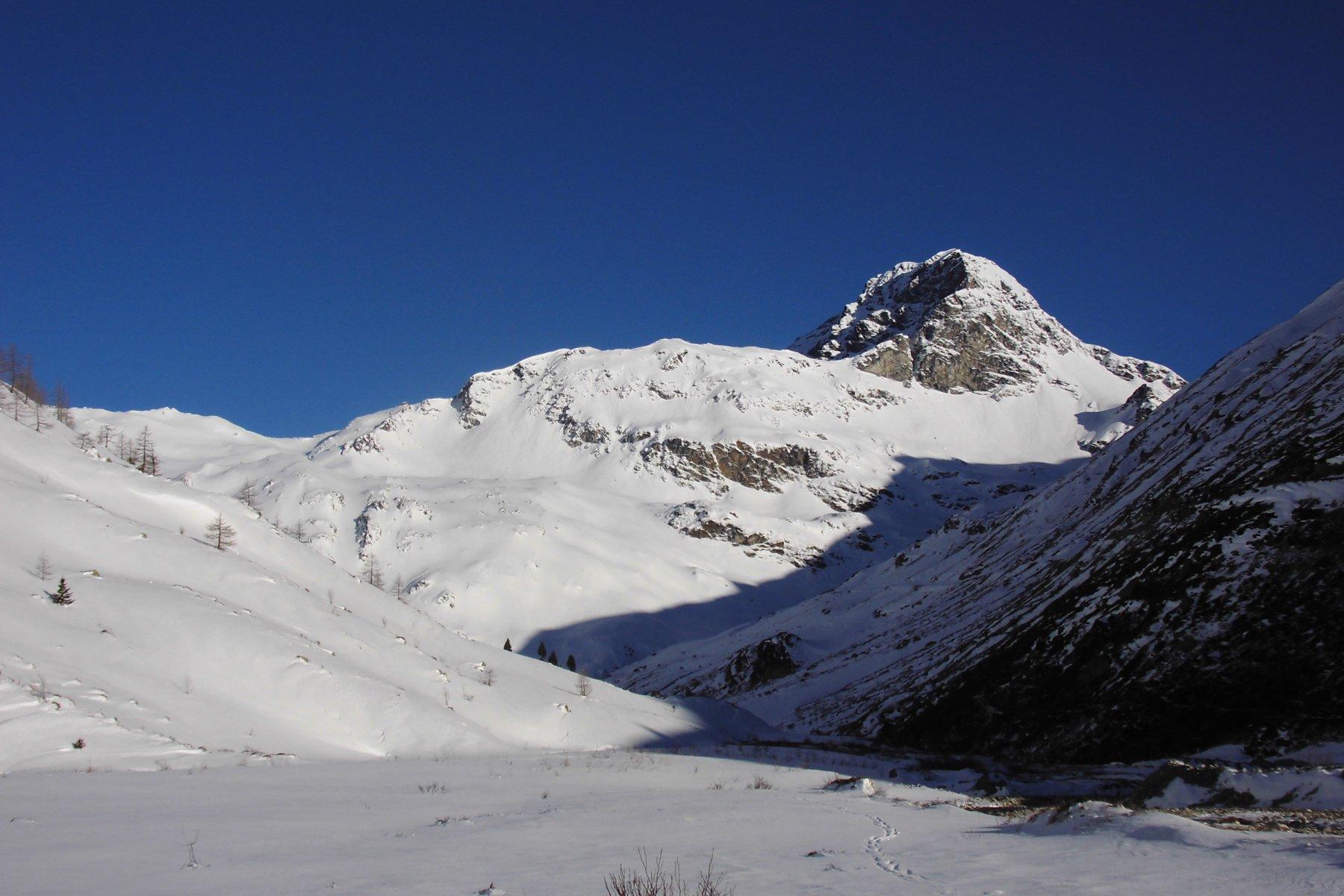 Attraversato il torrente si calzano gli sci