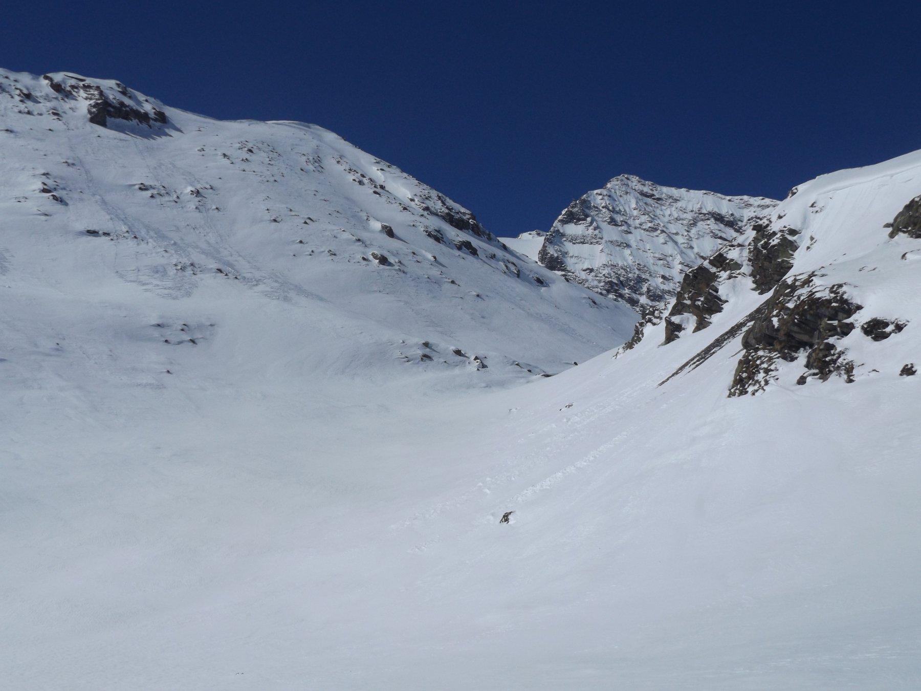 Vallone di salita con al fondo la cima d'Oin