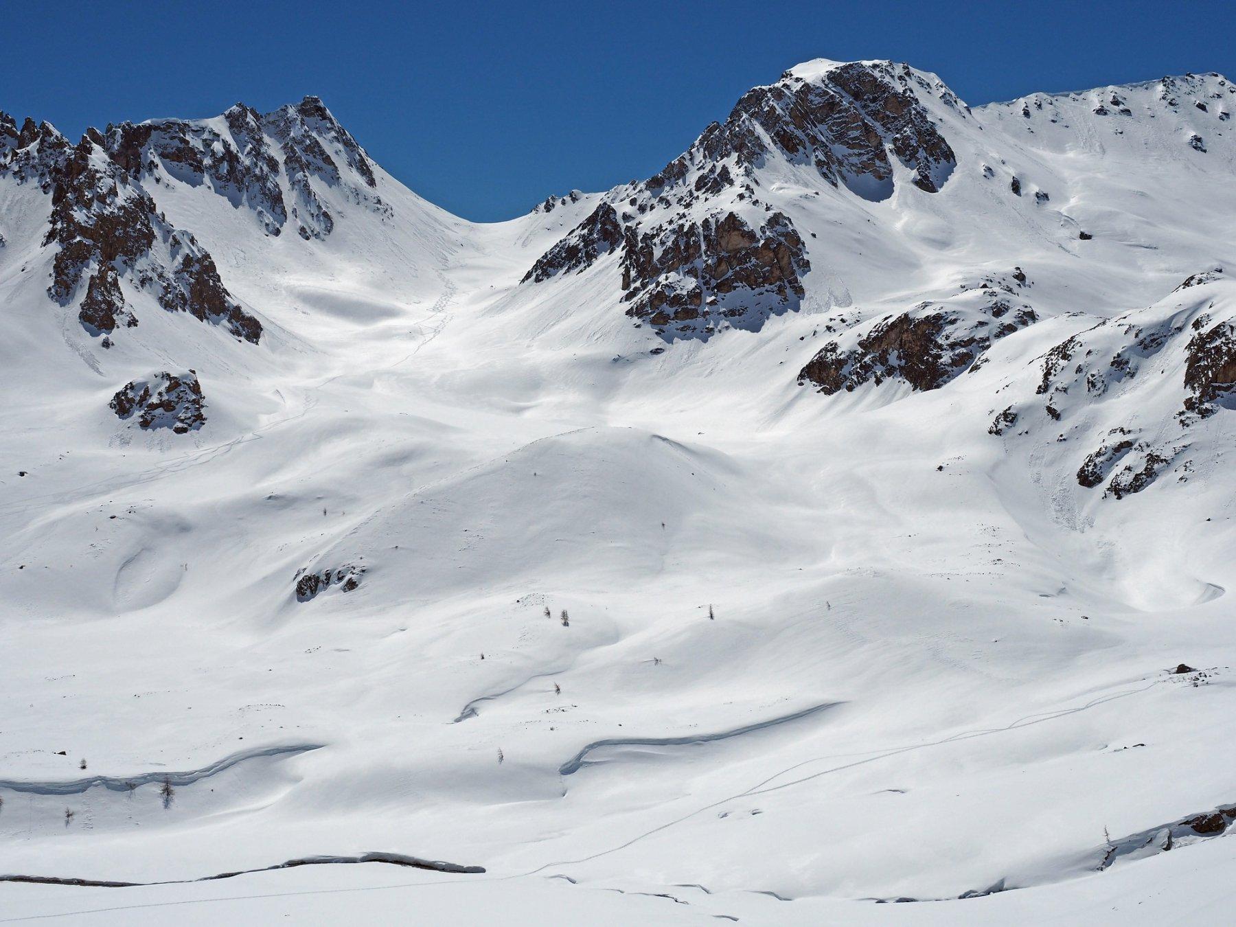 Uno sguardo verso il Col du Vallon, con delle tracce