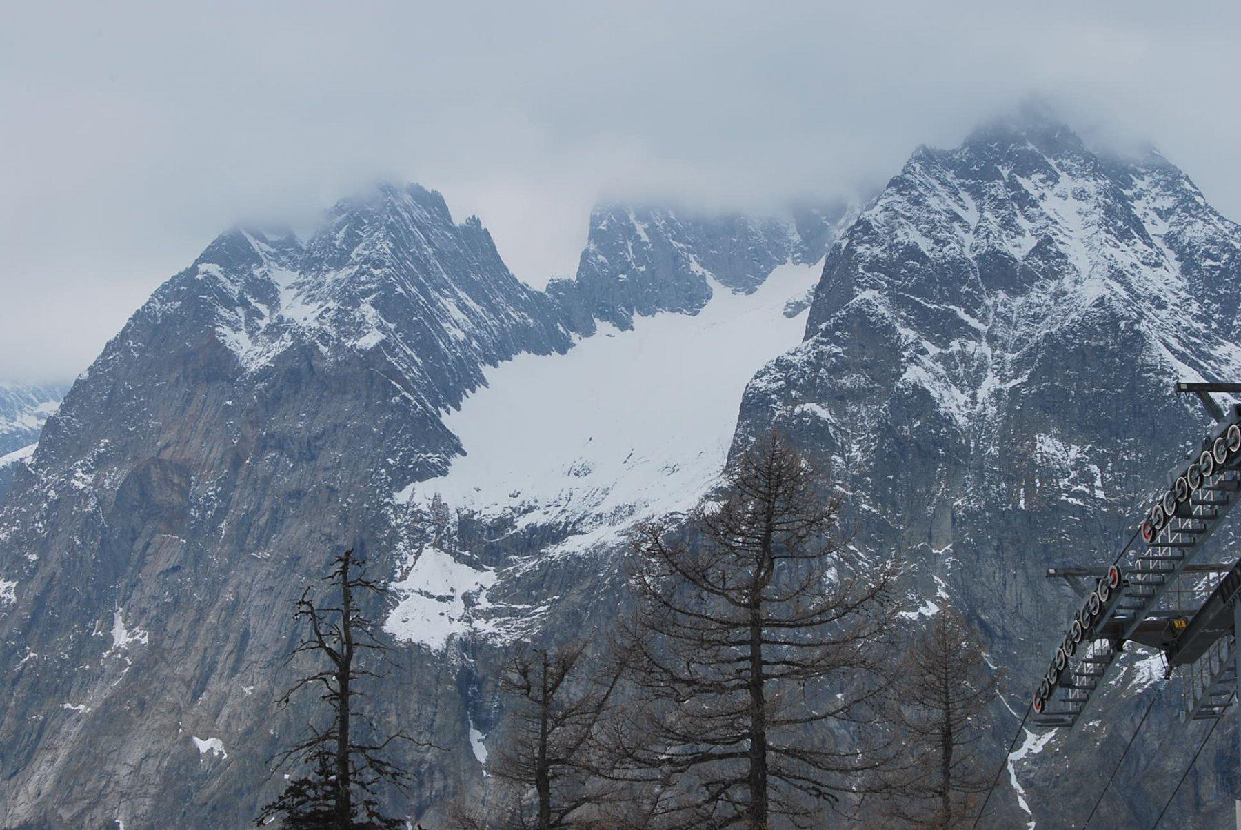 Cresta di Peuterey nelle nuvole