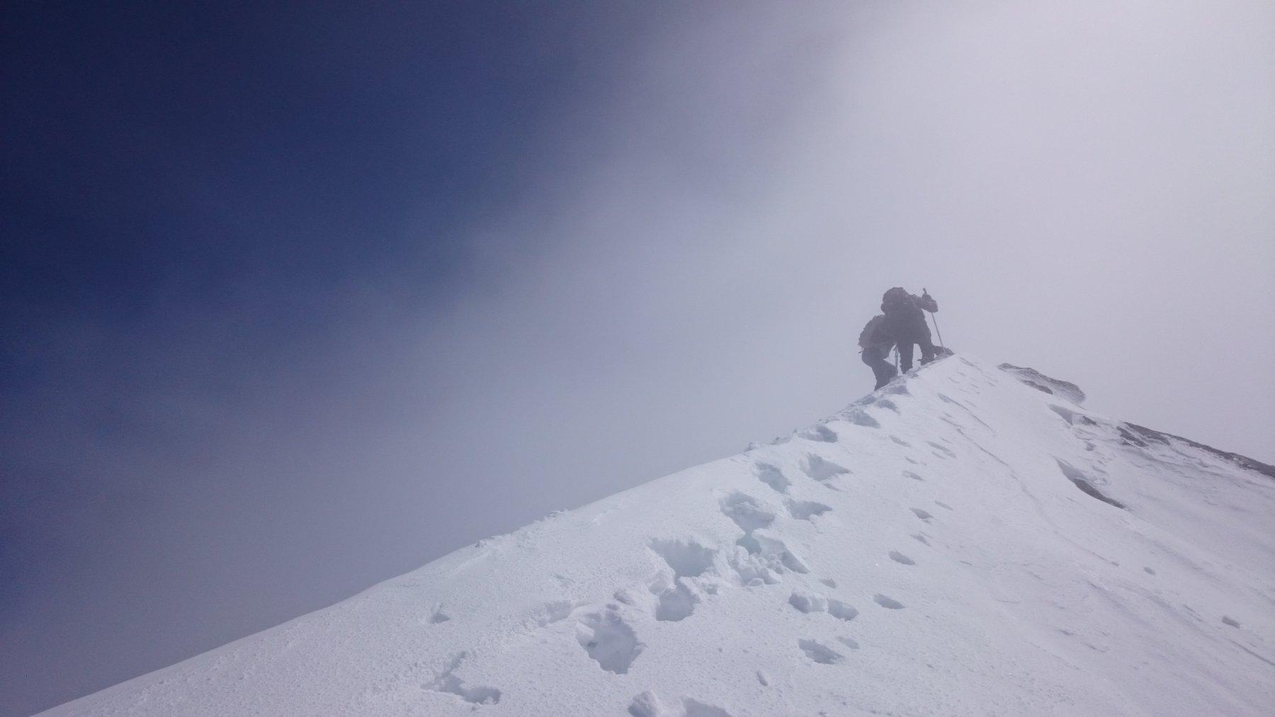 L'ultimo tratto a piedi per arrivare in cima, oggi ottimamente innevato
