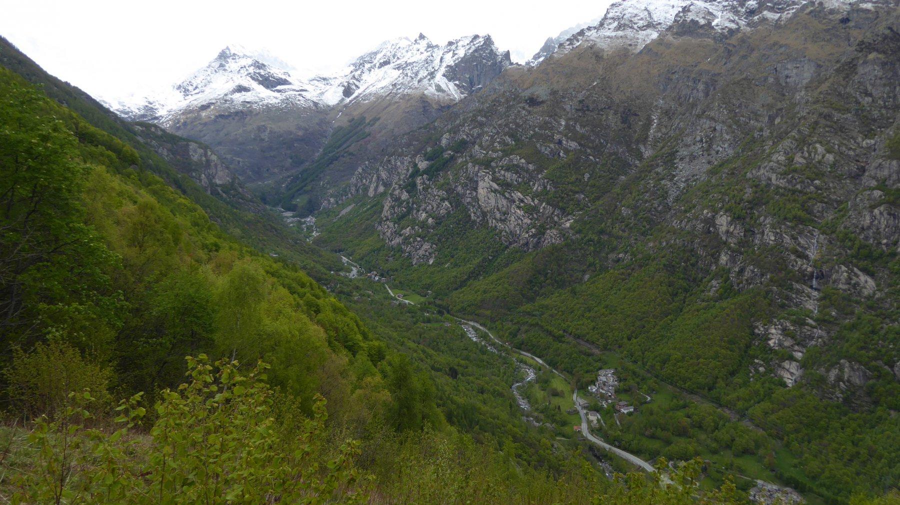 Dal Trucco, panorama sulla valle di Noasca
