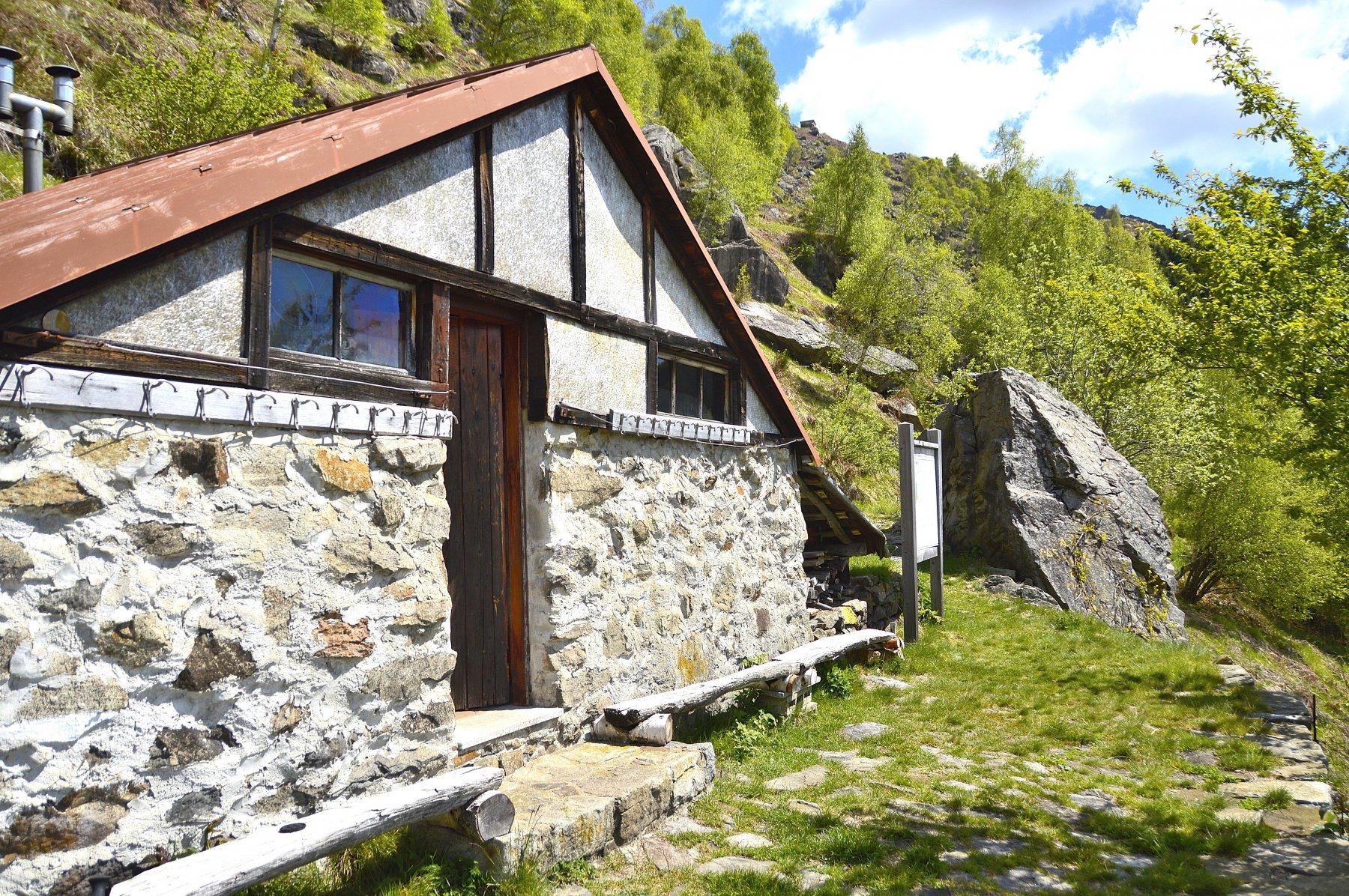 Il bivacco baita alpe Cascinetta