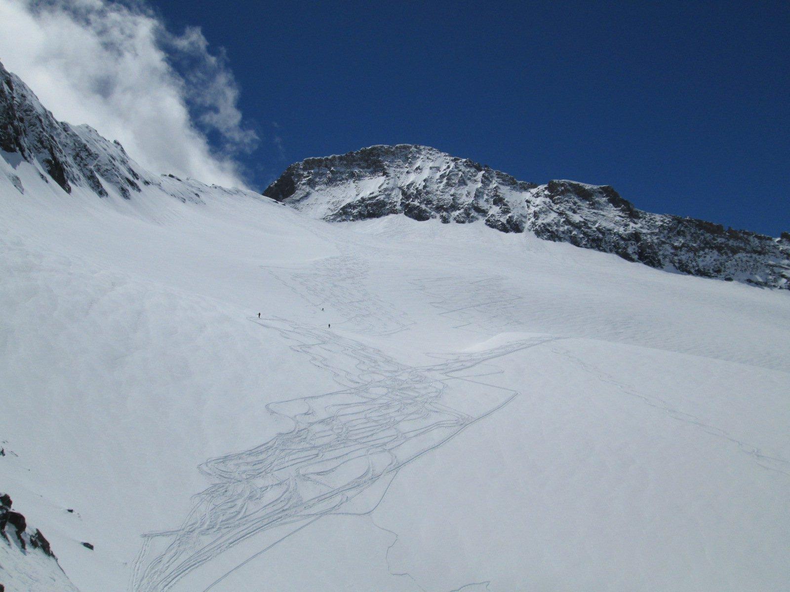 tracce di discesa sul ghiacciaio
