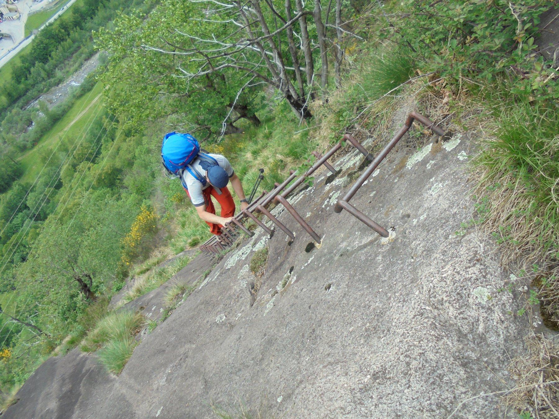 le scalette per arrivare al traliccio