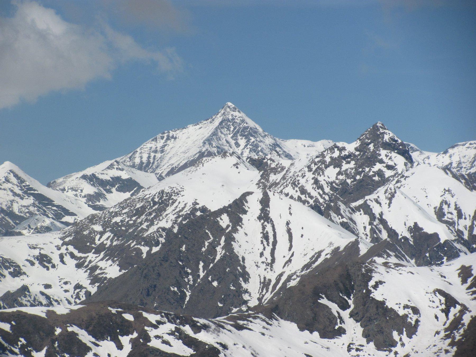 Zoom sul Rocciamelone, con il M. Palon a sin. e la P.ta Lunella a ds.