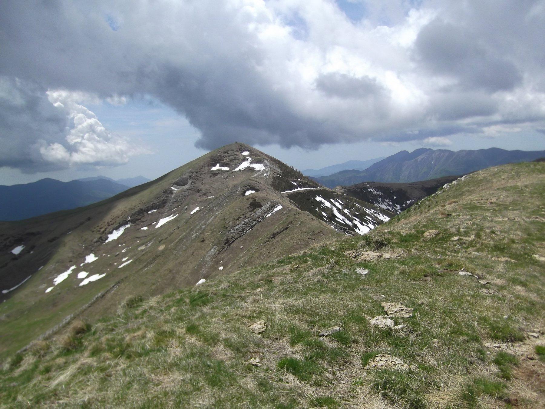 Il Monte Fronte' da Cima Garlenda.