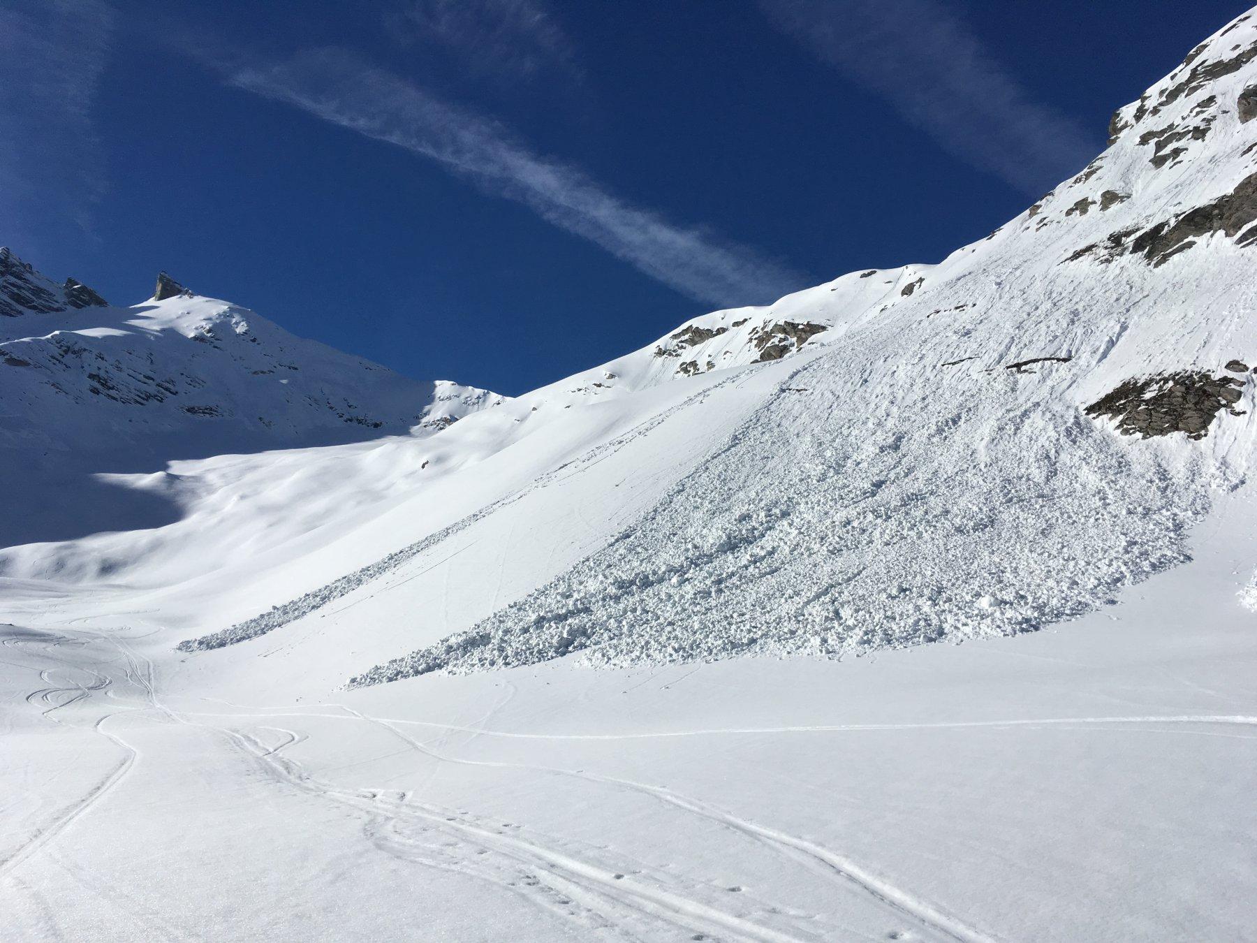 qualche colata di neve a metà vallone