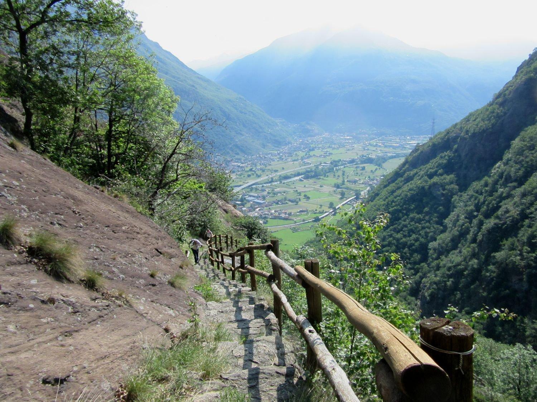 Panorama salendo sulla mulattiera scalinata