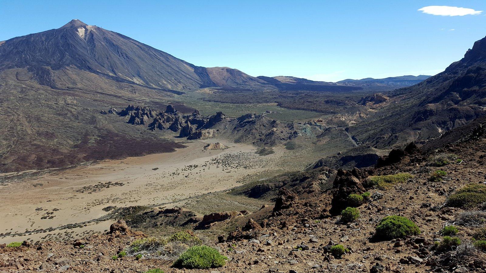 Dalla cresta, vista sul Teide e sulle Roques de Garcia
