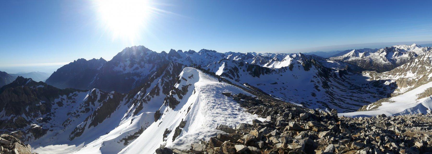 Panorama spaziale dalla cima