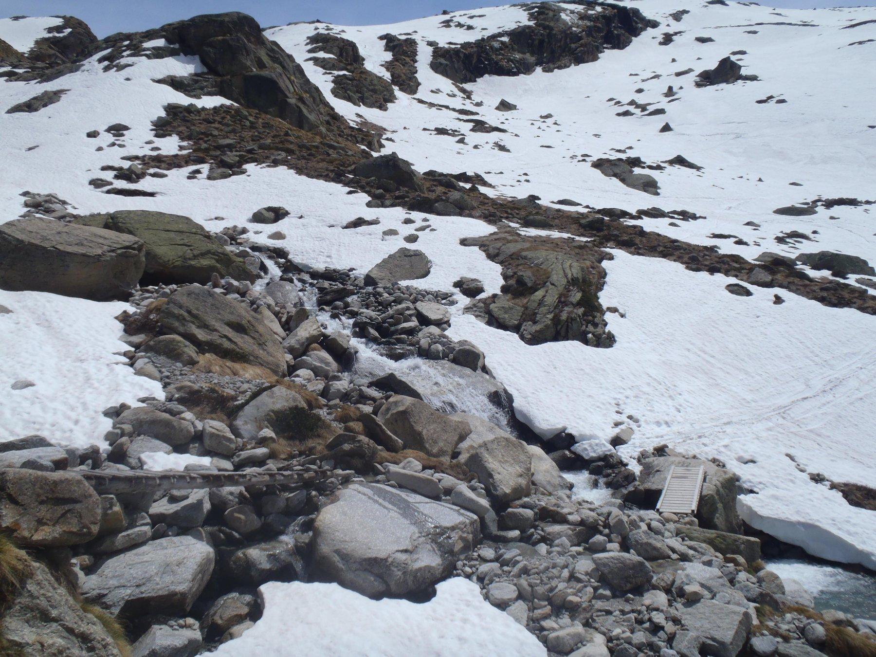 Il punto dove si riesce ad arrivare con gli sci. Il ponticello è ben visibile dal sentero salendo