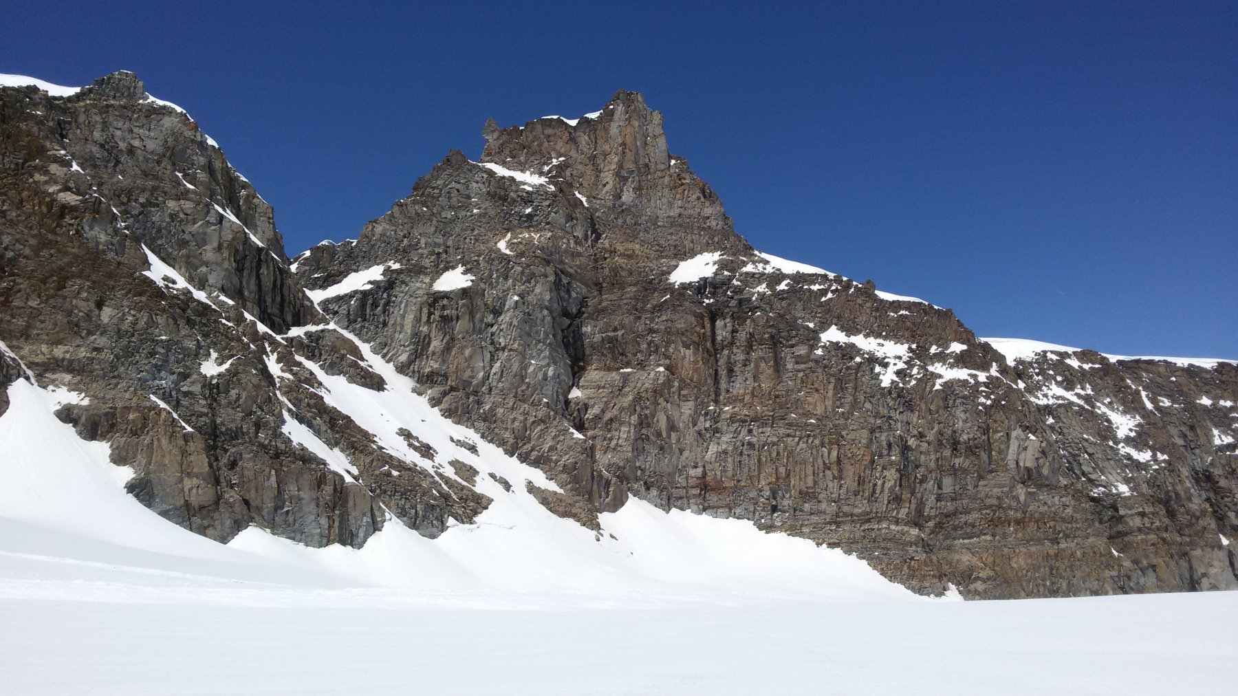 Il canale che dal Colle di Montandaynè permette di scendere sul Ghiacciaio della Tribolazione
