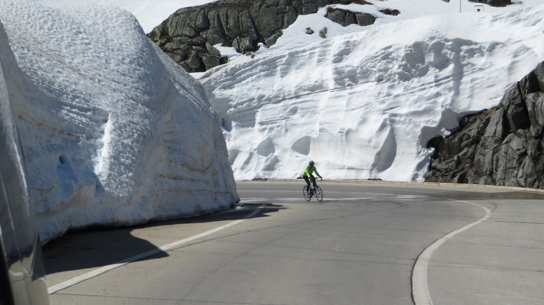 muri di neve al Gottardo