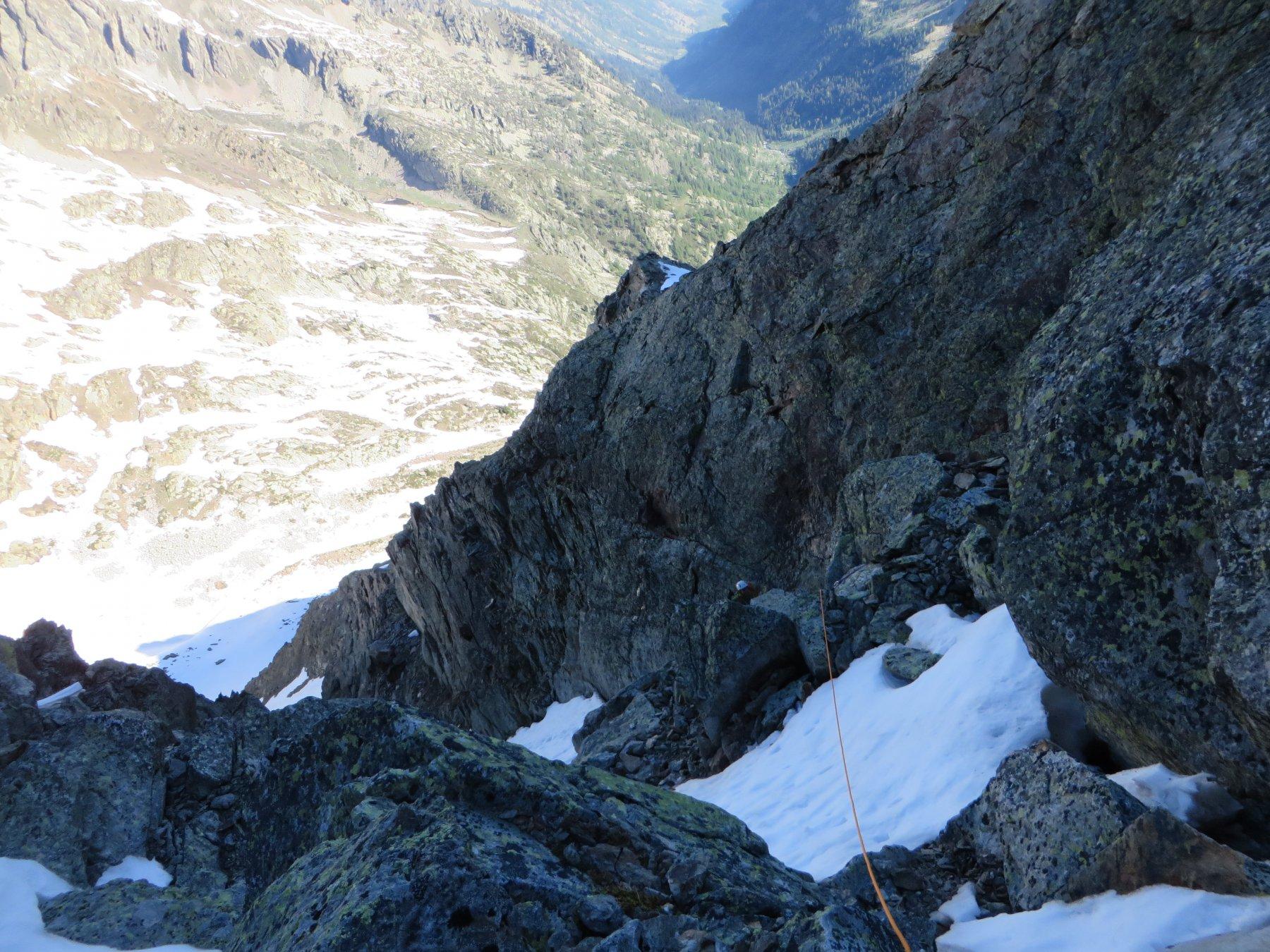 Salendo la strettoia rocciosa
