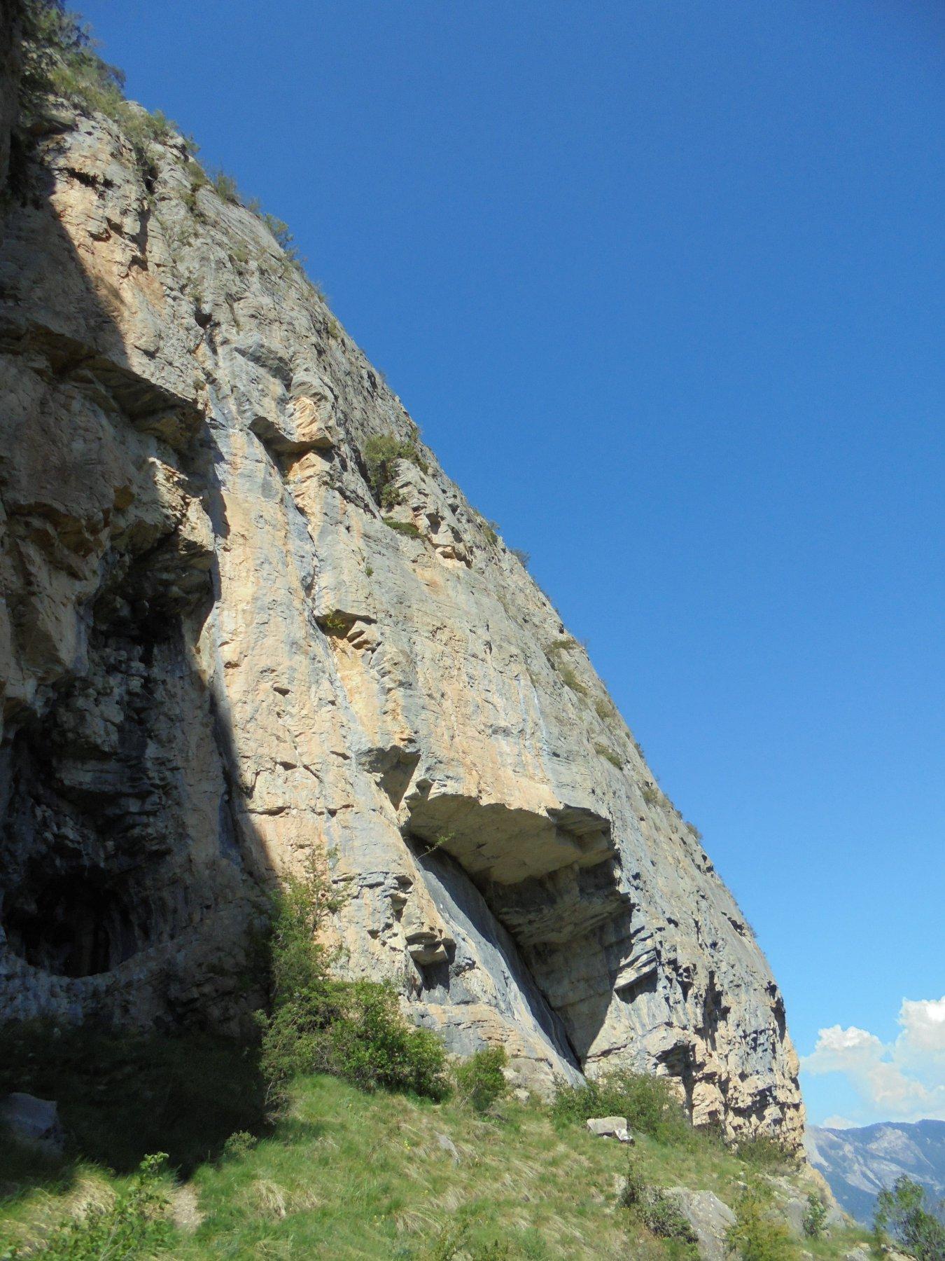 la parete attraversata dall'ultima doppia (e che è anche una mega falesia)