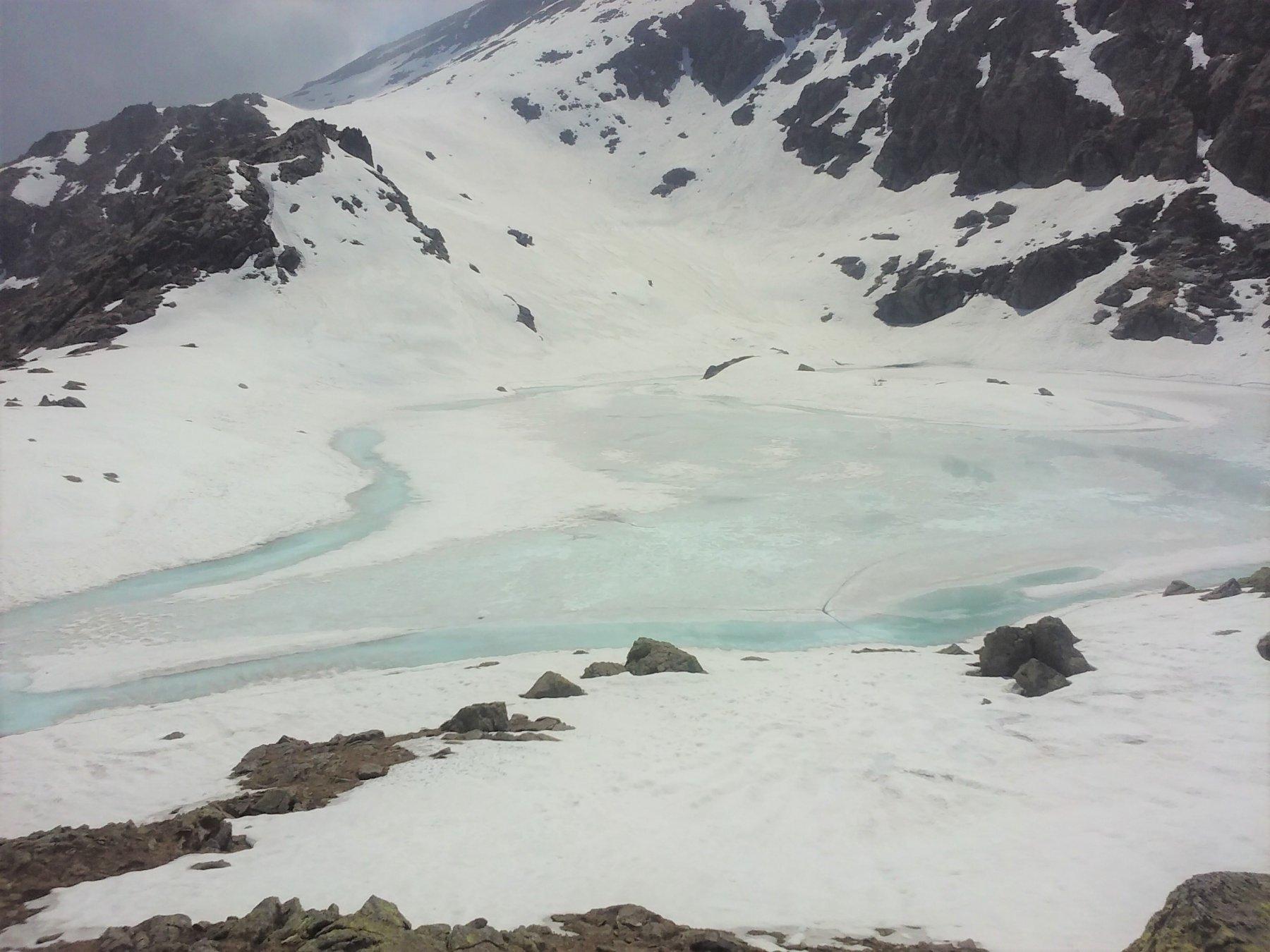 Il lago di Viana dai pressi del colle.