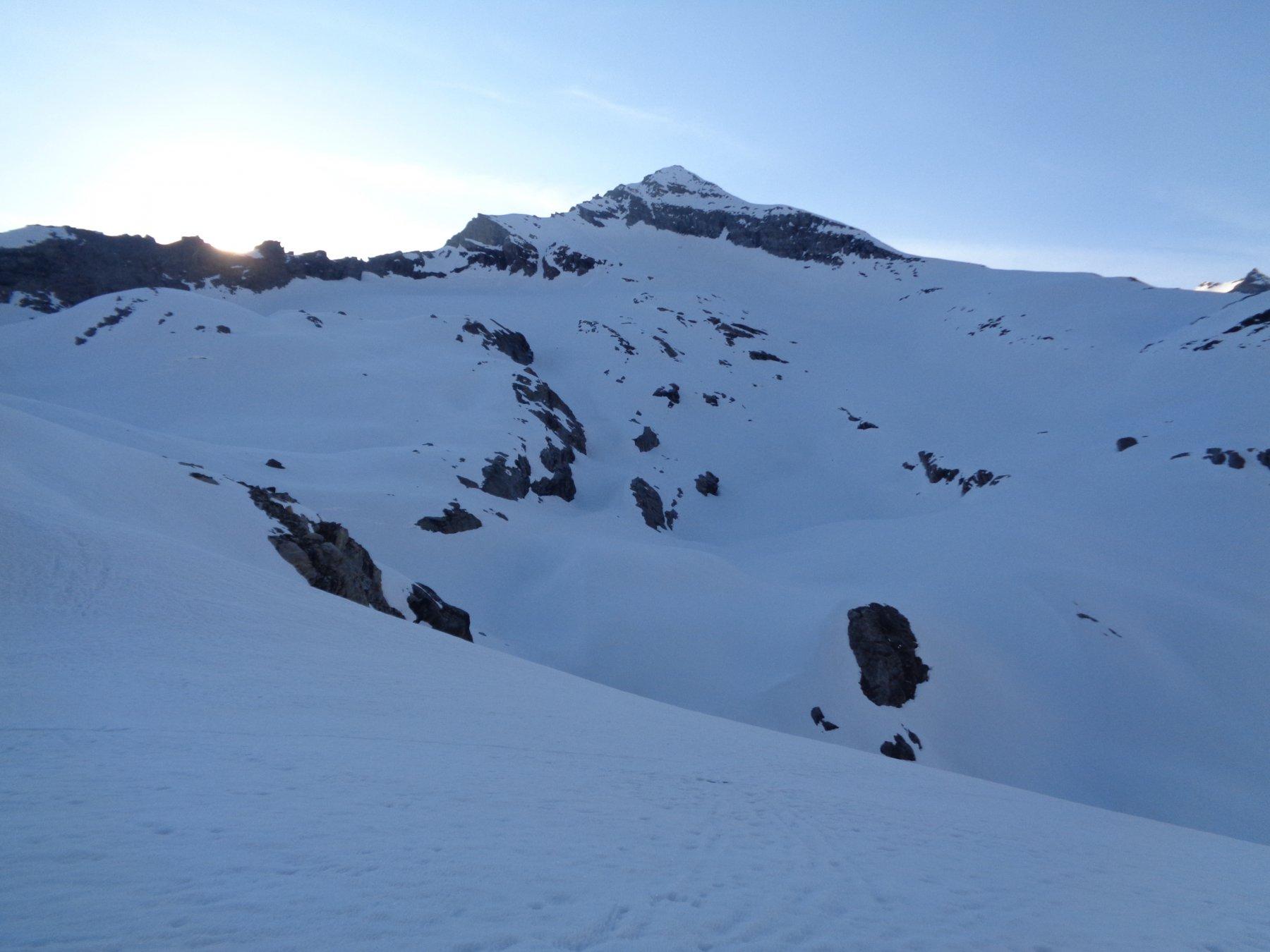 vista della vetta e della cresta di salita dal Col d'Arberon
