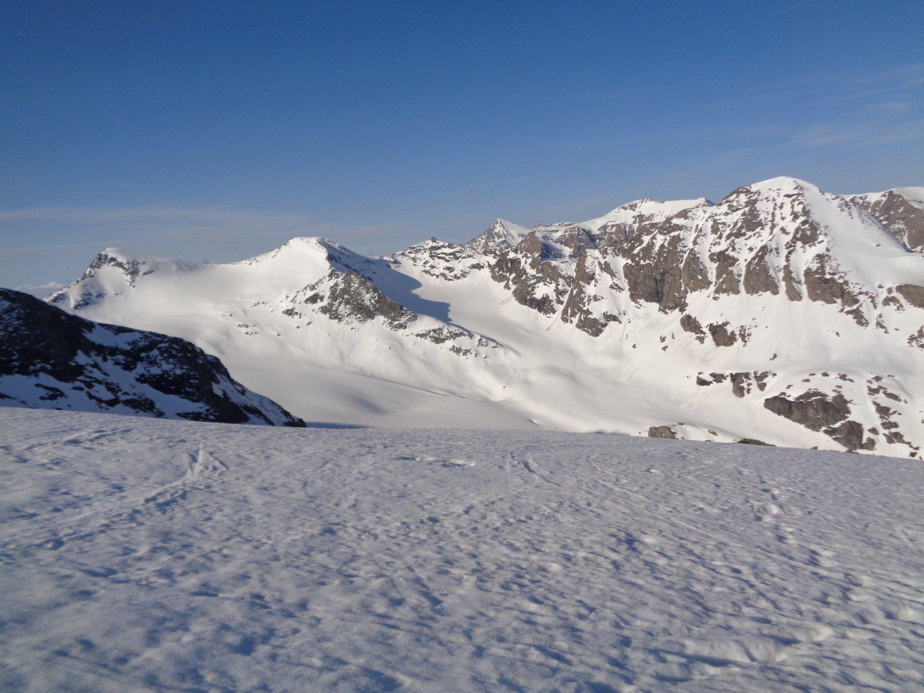 dal Col d'Arberon vista del ghiacciaio Baounet con la Punta Valletta sullo sfondo