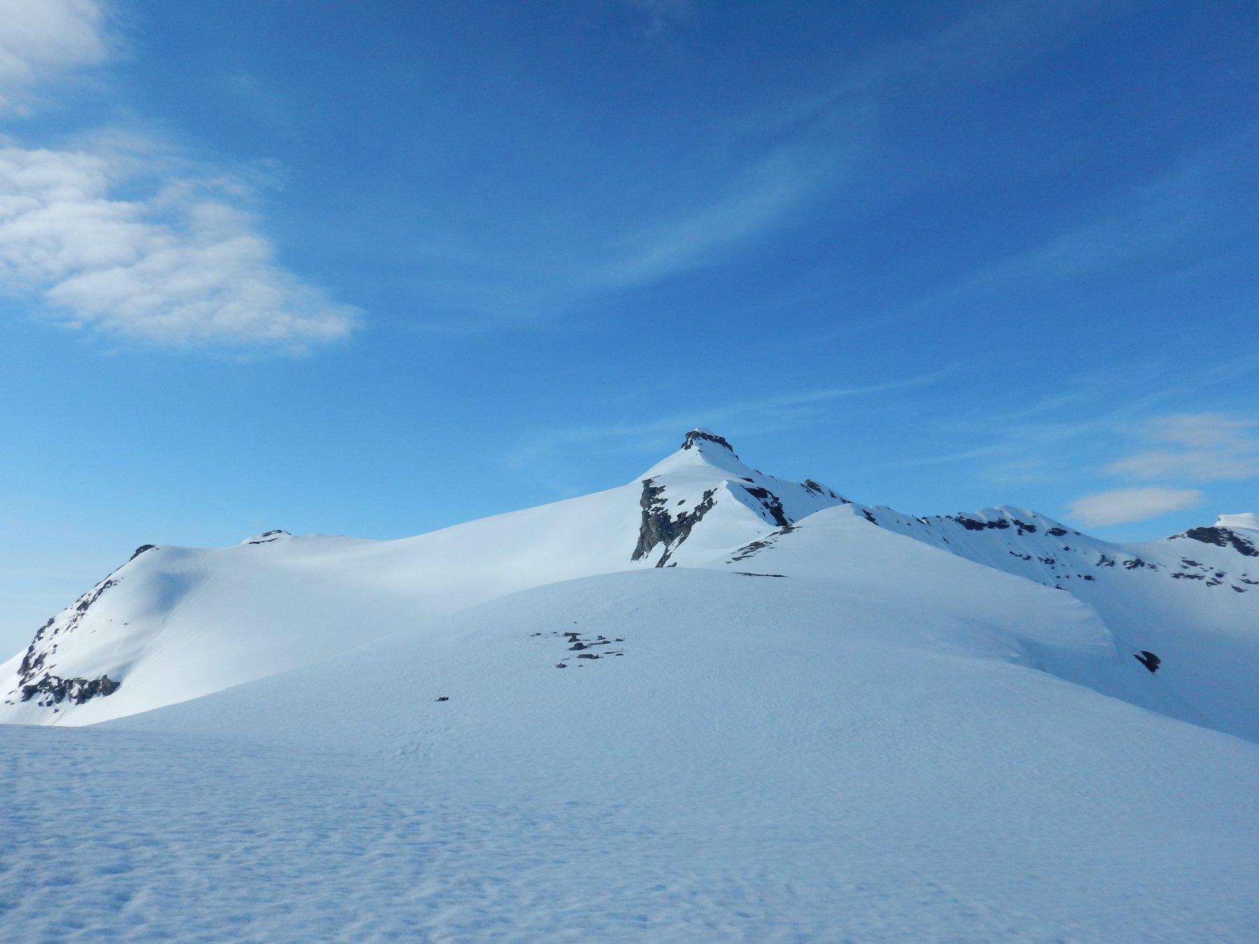 la cresta, parte con gli sci e parte a piedi